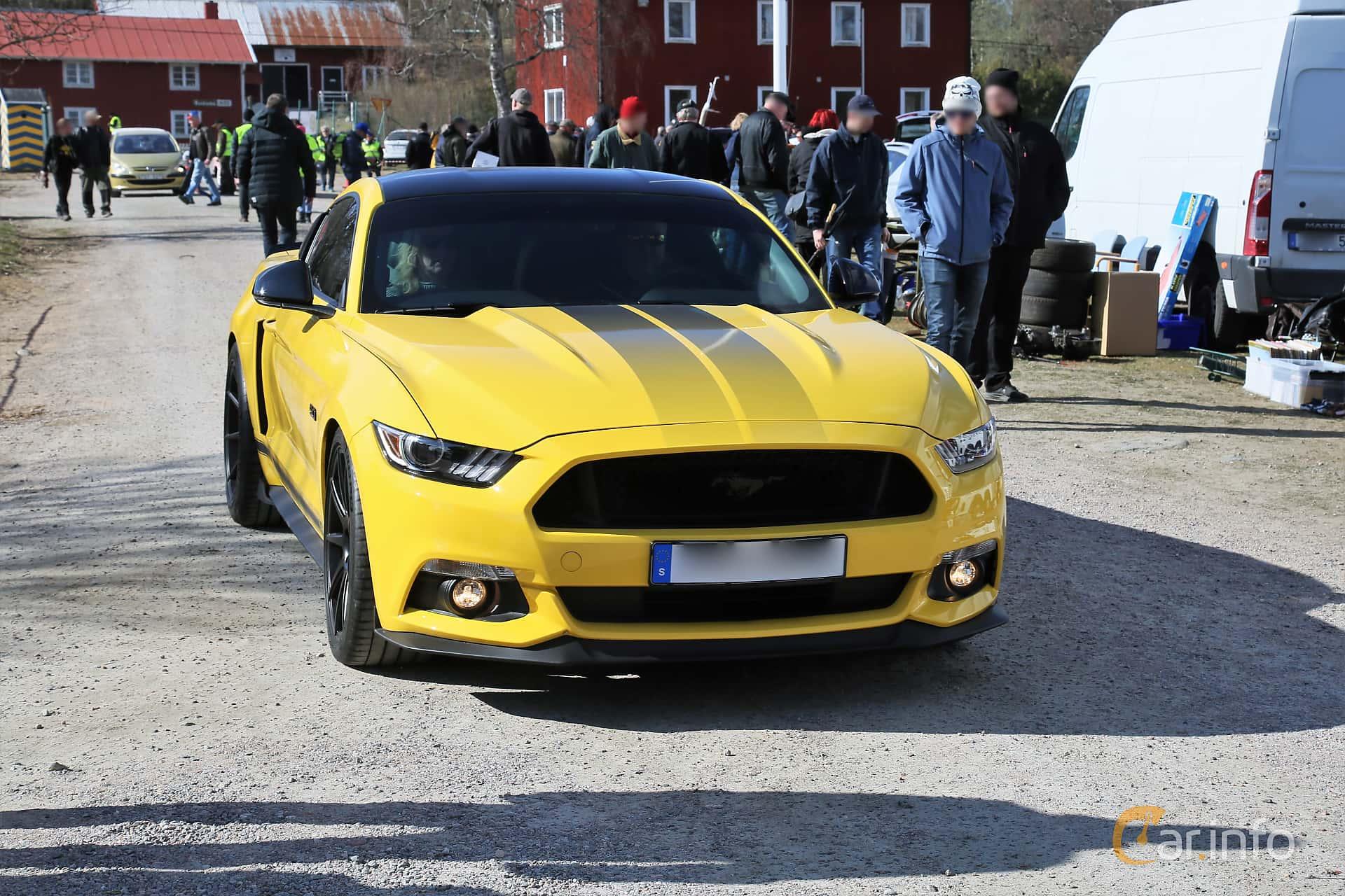 Front/Side  of Ford Mustang GT 5.0 V8 SelectShift, 421ps, 2016 at Uddevalla Veteranbilsmarknad Backamo, Ljungsk 2019
