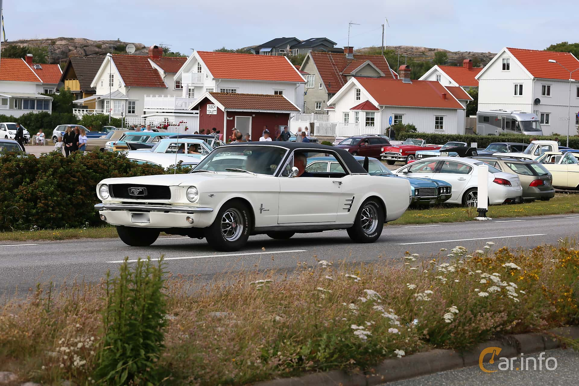 2 images of Ford Mustang Hardtop 4.7 V8 Automatic, 203hp