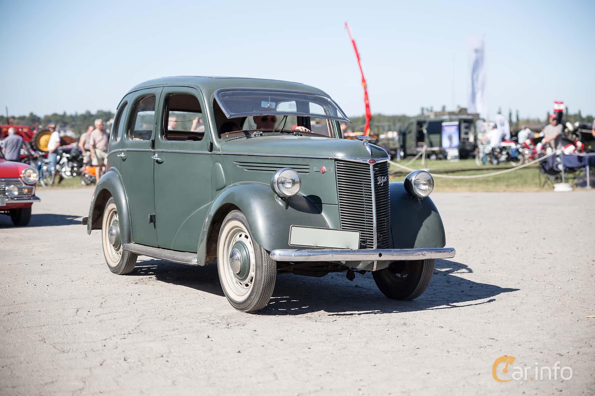 Front/Side  of Ford Prefect 1.2 Manual, 30ps, 1939 at Eskilstunas Veterandag 2015