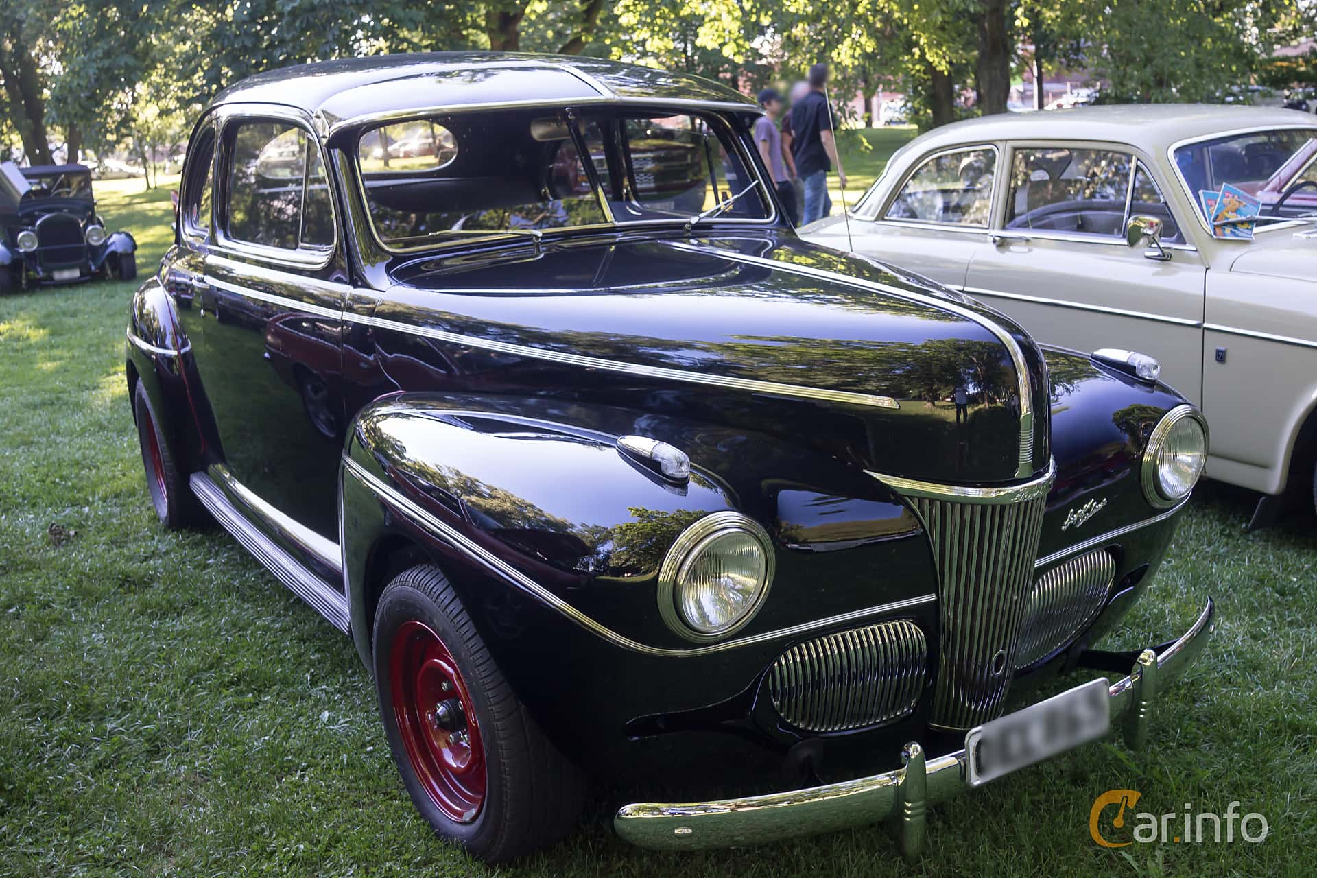 Front/Side  of Ford Super Deluxe Coupé 3.6 V8 Manual, 91ps, 1941 at Motorentusiasternas veckoträff Linköping v33 2015