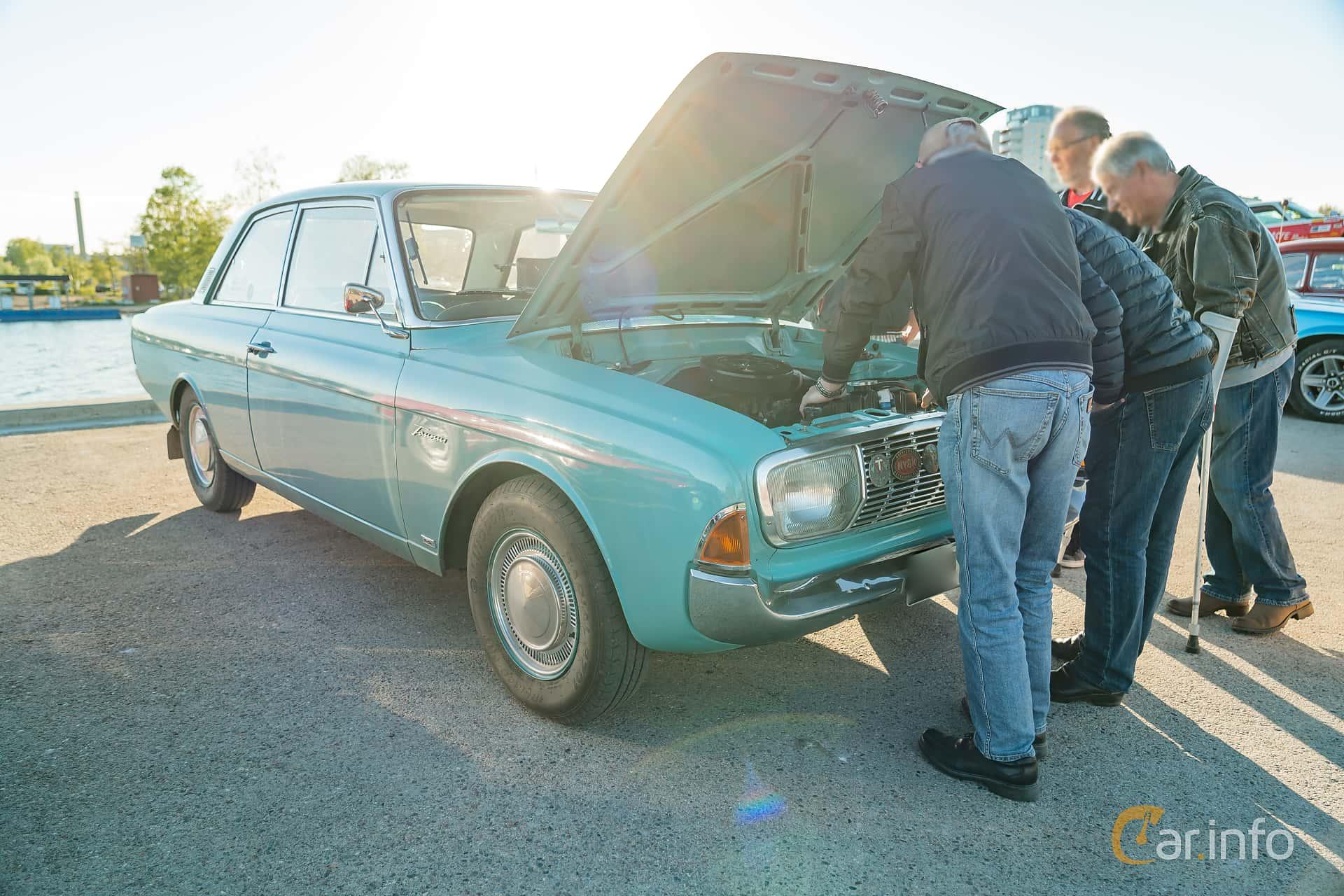 """Ford Taunus 2-door Limousine 1.7 Manual, 71hp, 1965 at Nyköpings hamnträffar 2019 Vecka 20  Tema: """"Kvinnor vid ratten"""""""