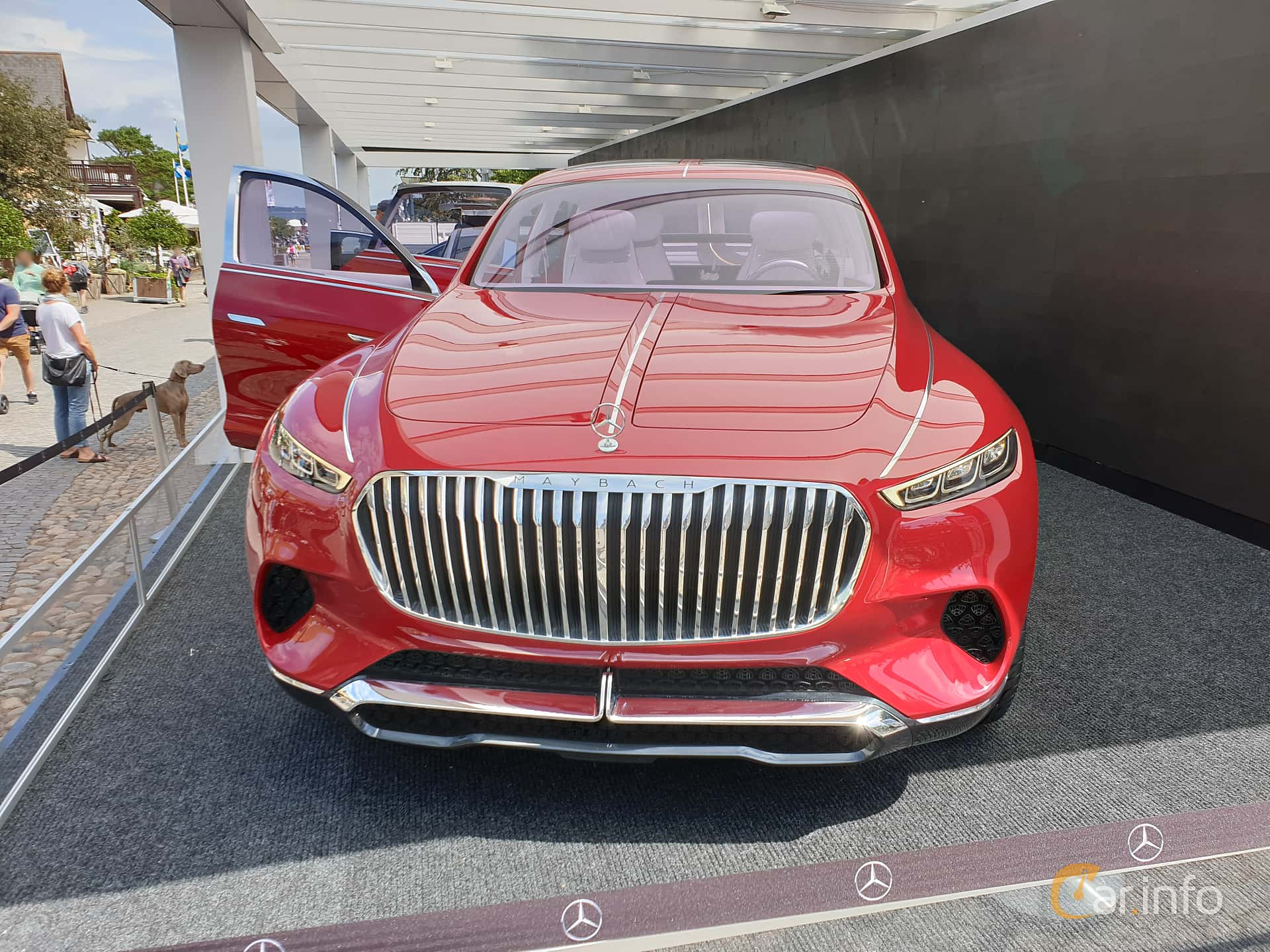 Front  of Mercedes-Benz Vision Mercedes-Maybach Ultimate Luxury 90 kWh Single Speed, 748ps, 2018