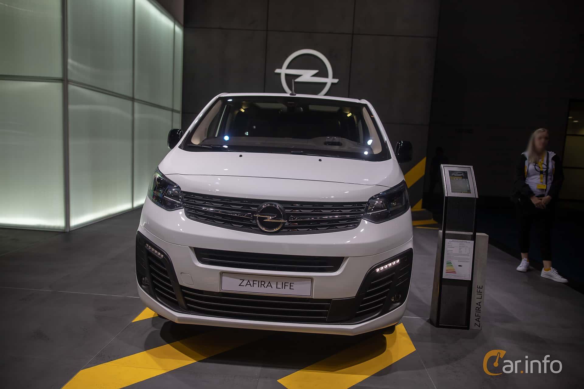 Front  of Opel Zafira Life 2.0 Manual, 150ps, 2020 at IAA 2019