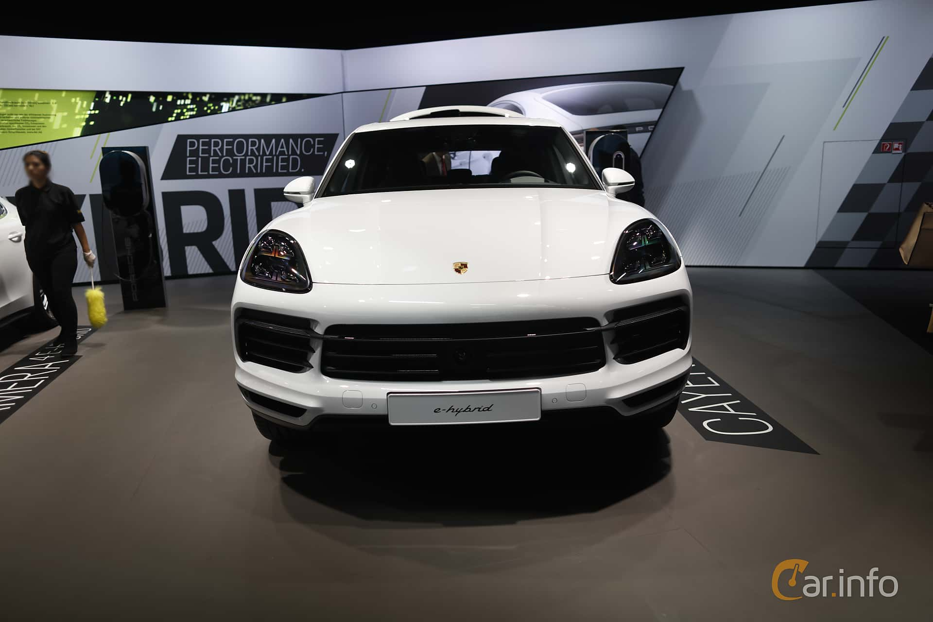 Front  of Porsche Cayenne E-Hybrid 3.0 V6 4 + 14.1 kWh TipTronic S, 462ps, 2020 at IAA 2019