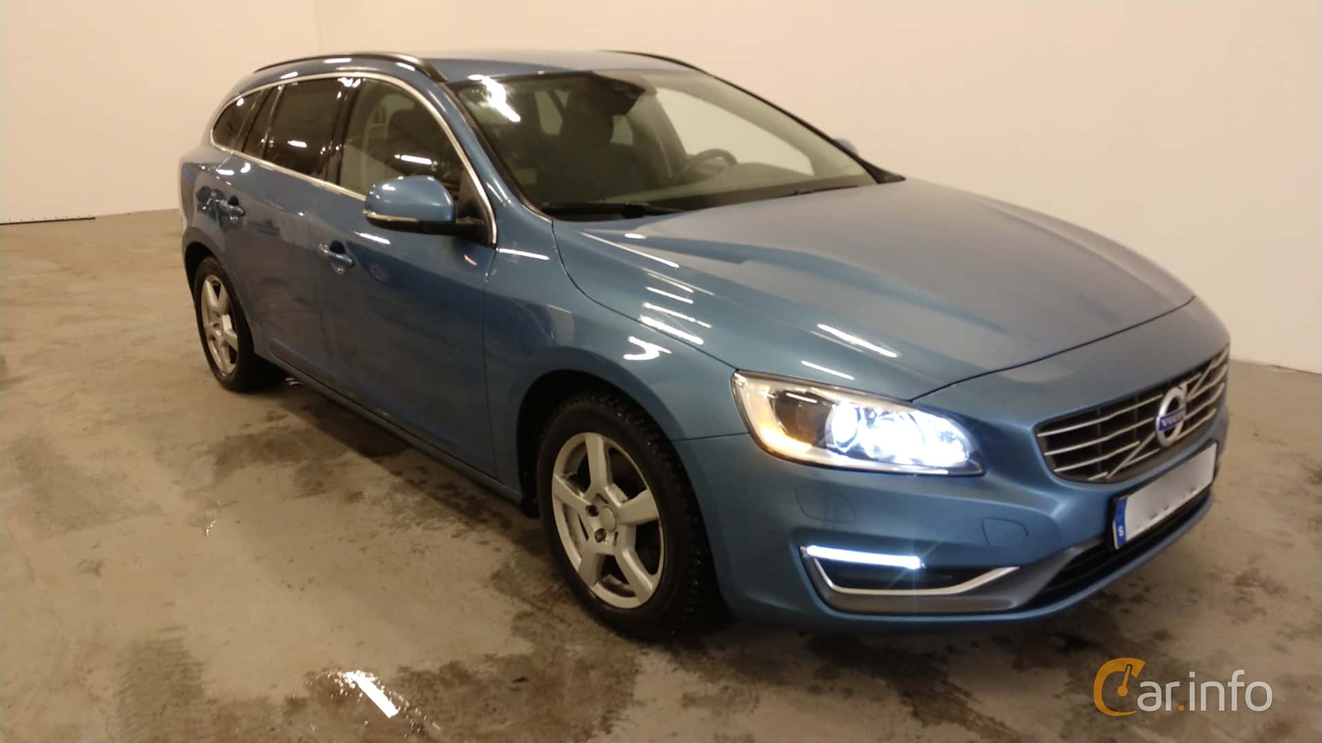 Front/Side  of Volvo V60 D4 Manual, 181ps, 2015
