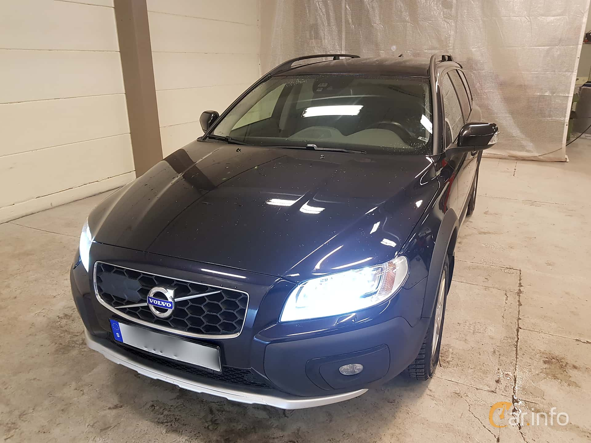 Front/Side  of Volvo XC70 D4 Manual, 181ps, 2016