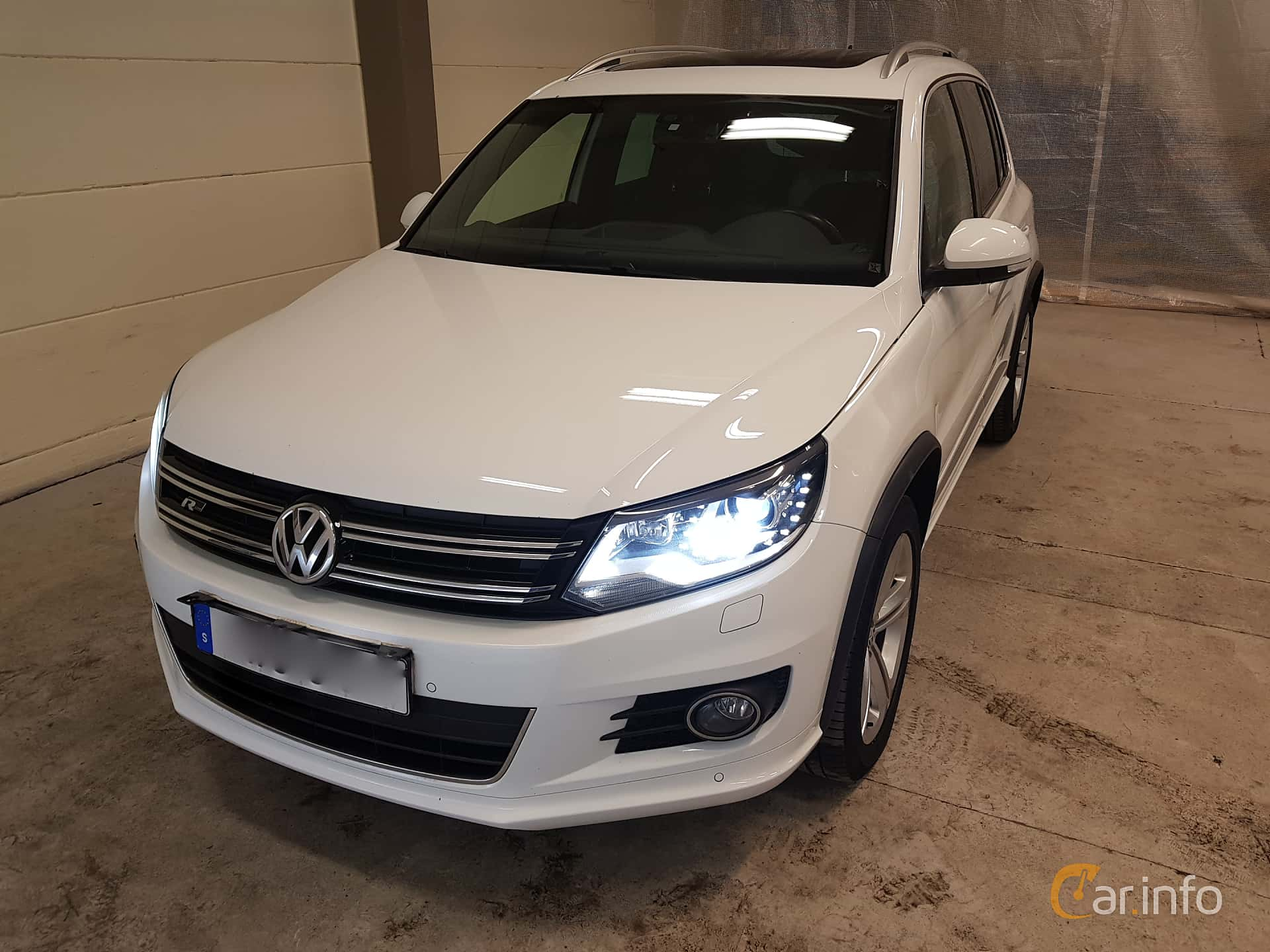 Front/Side  of Volkswagen Tiguan 2.0 TDI 4Motion DSG Sequential, 184ps, 2016