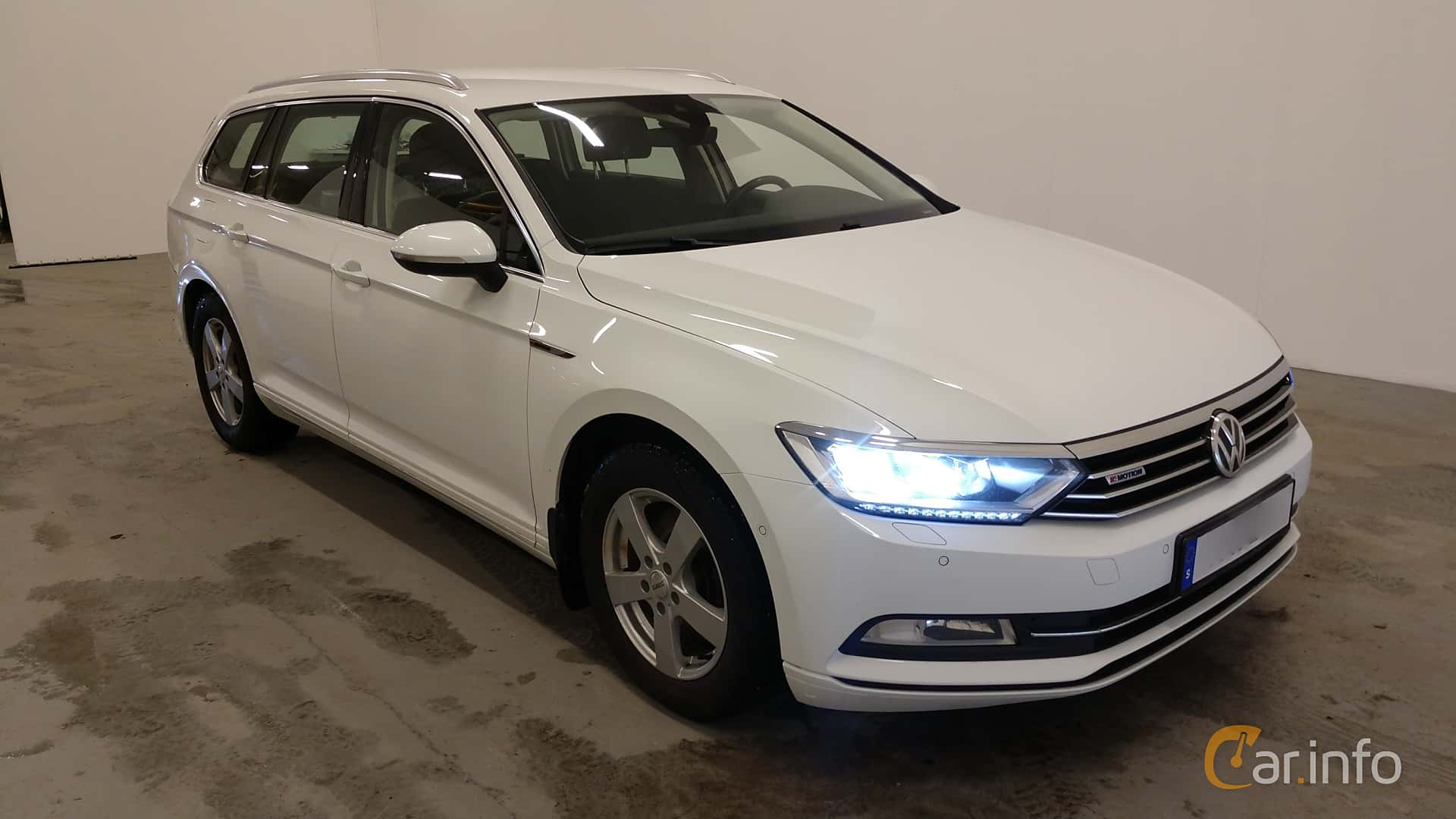Front/Side  of Volkswagen Passat Variant 2.0 TDI BlueMotion 4Motion Manual, 150ps, 2016