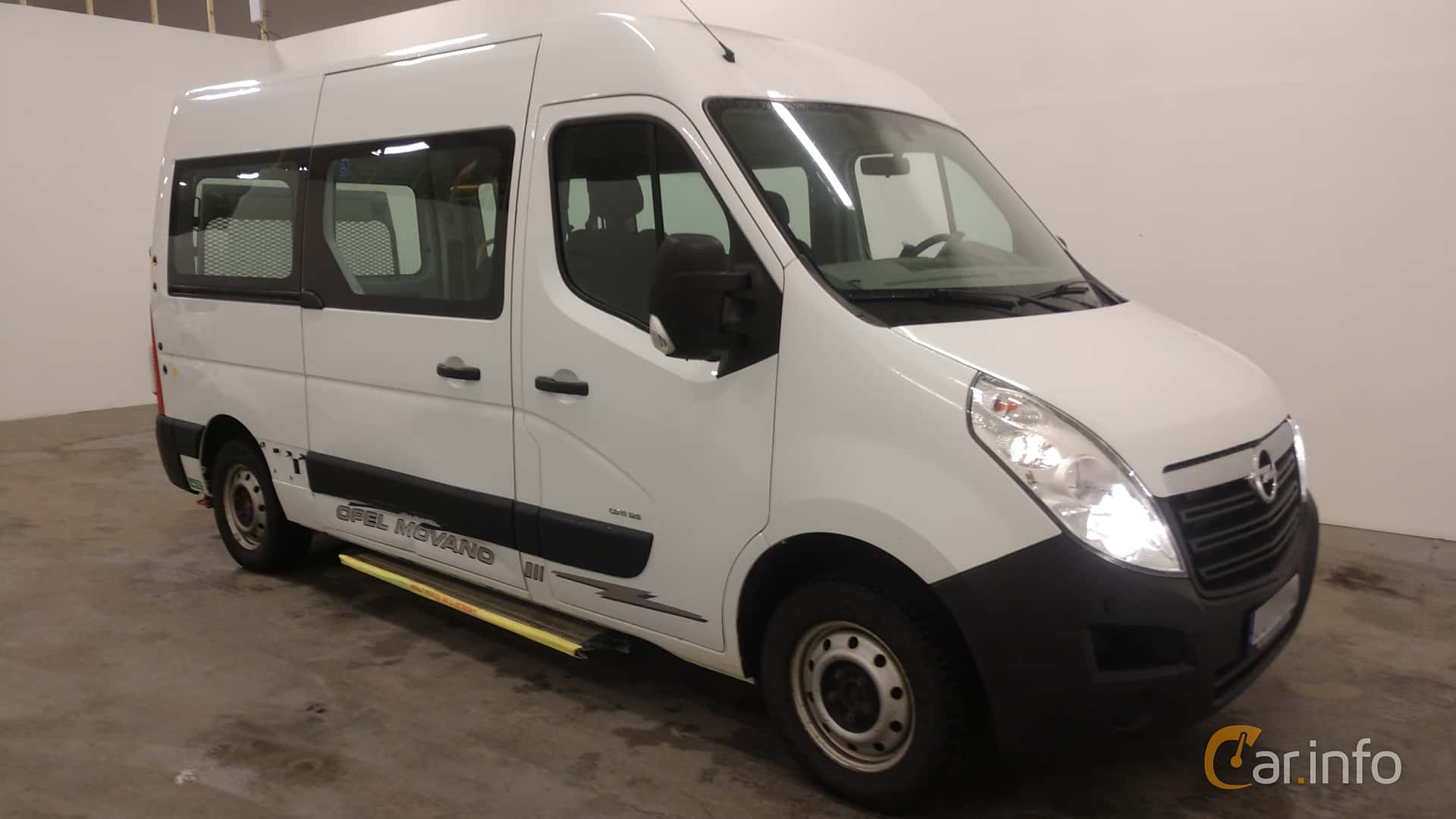 Front/Side  of Opel Movano Minibus 2.3 CDTI Manual, 125ps, 2012