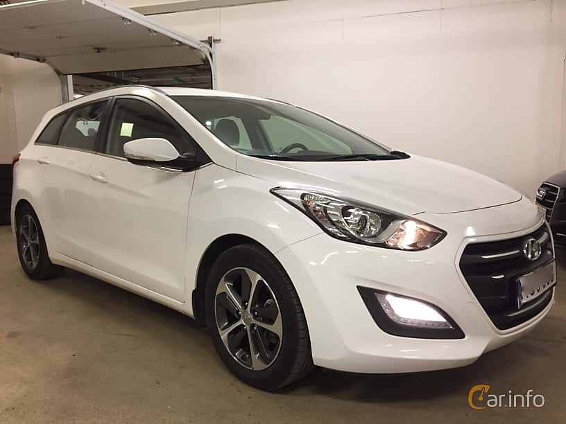 Front/Side  of Hyundai i30cw 1.6 CRDi DCT, 110ps, 2017