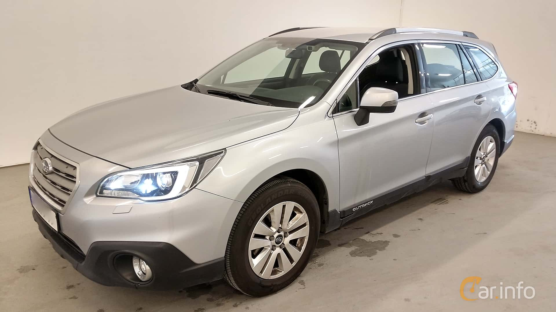 Front/Side  of Subaru Outback 2.0 4WD Lineartronic, 150ps, 2015