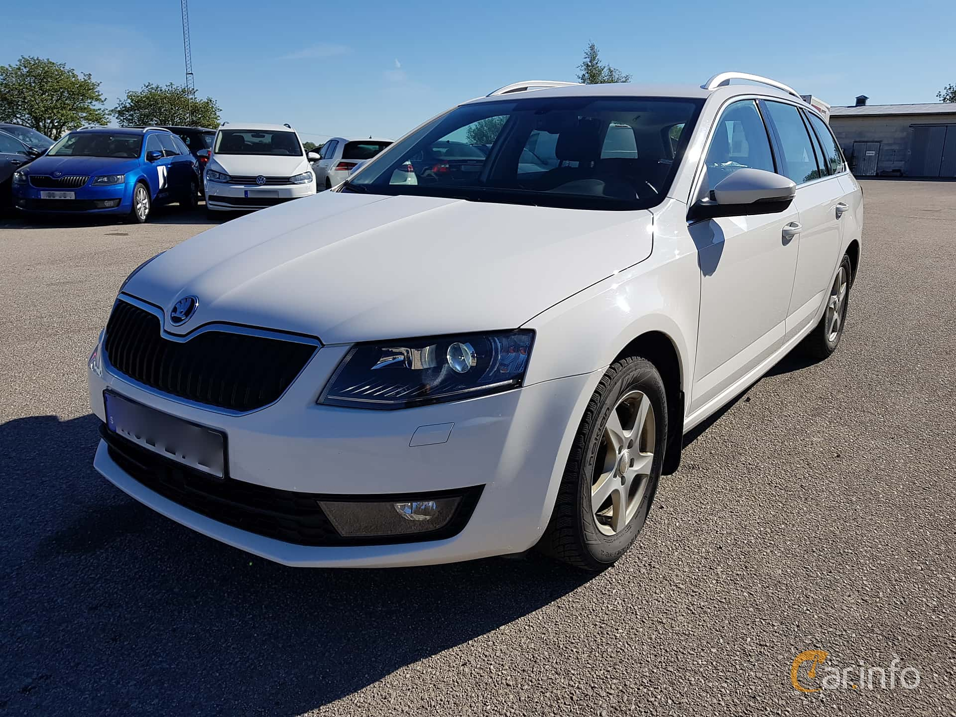 Front/Side  of Skoda Octavia Combi 1.6 TDI Manual, 110ps, 2016
