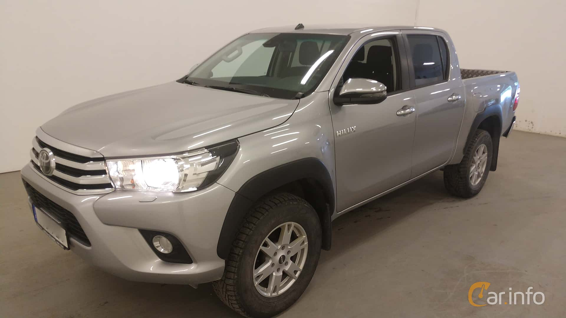 Front/Side  of Toyota Hilux Double Cab 2.4 AWD Automatic, 150ps, 2018