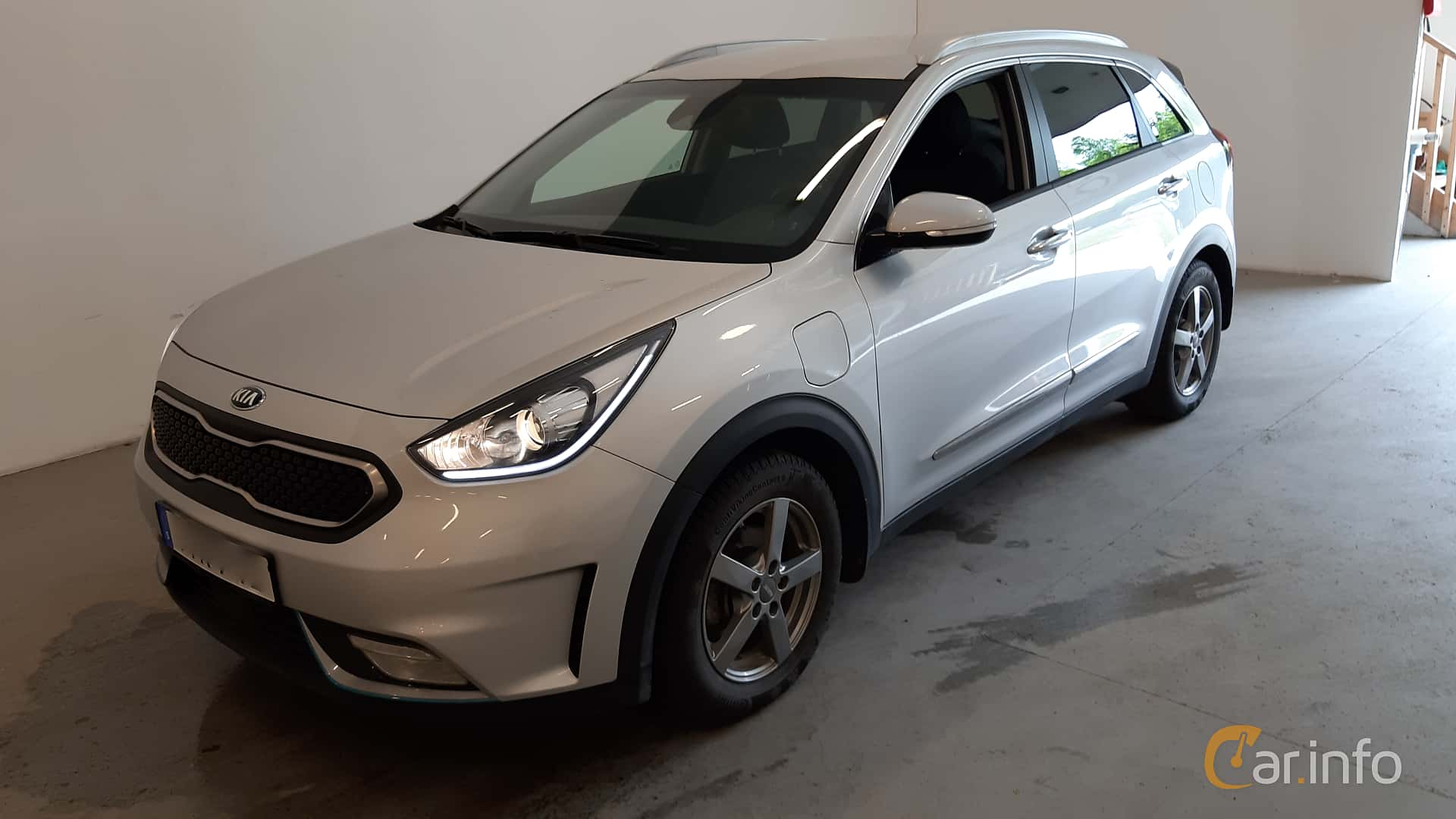Front/Side  of Kia Niro P-HEV 1.6 GDi Plug-in DCT, 141ps, 2018