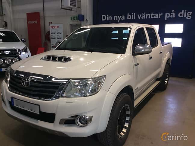Front/Side  of Toyota Hilux Double Cab 3.0 D-4D 4x4 Automatic, 171ps, 2015