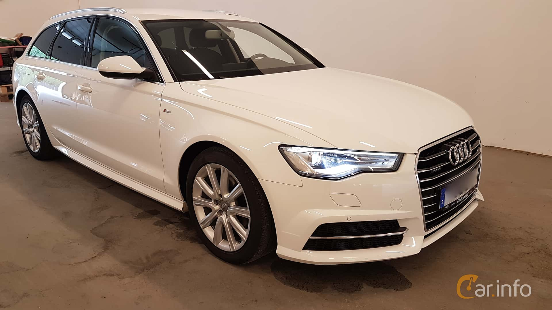 Front/Side  of Audi A6 Avant 2.0 TDI quattro S Tronic, 190ps, 2016