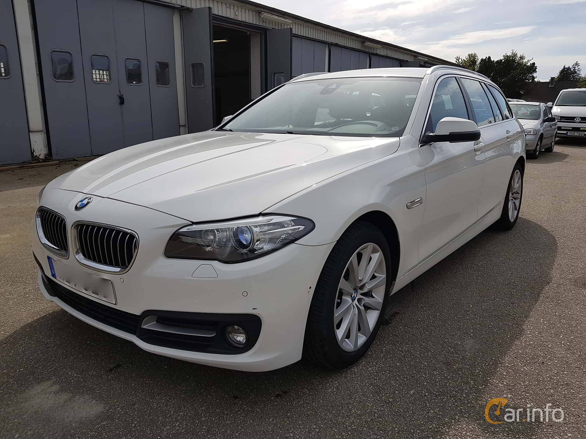 Fram/Sida av BMW 520d xDrive Touring  Steptronic, 190ps, 2017