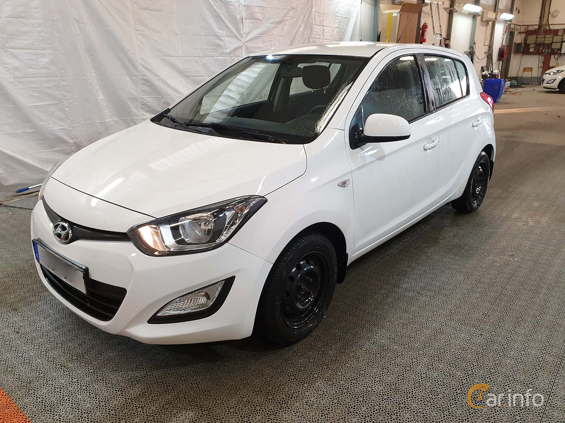 Front/Side  of Hyundai i20 5-door 1.2 Manual, 86ps, 2013