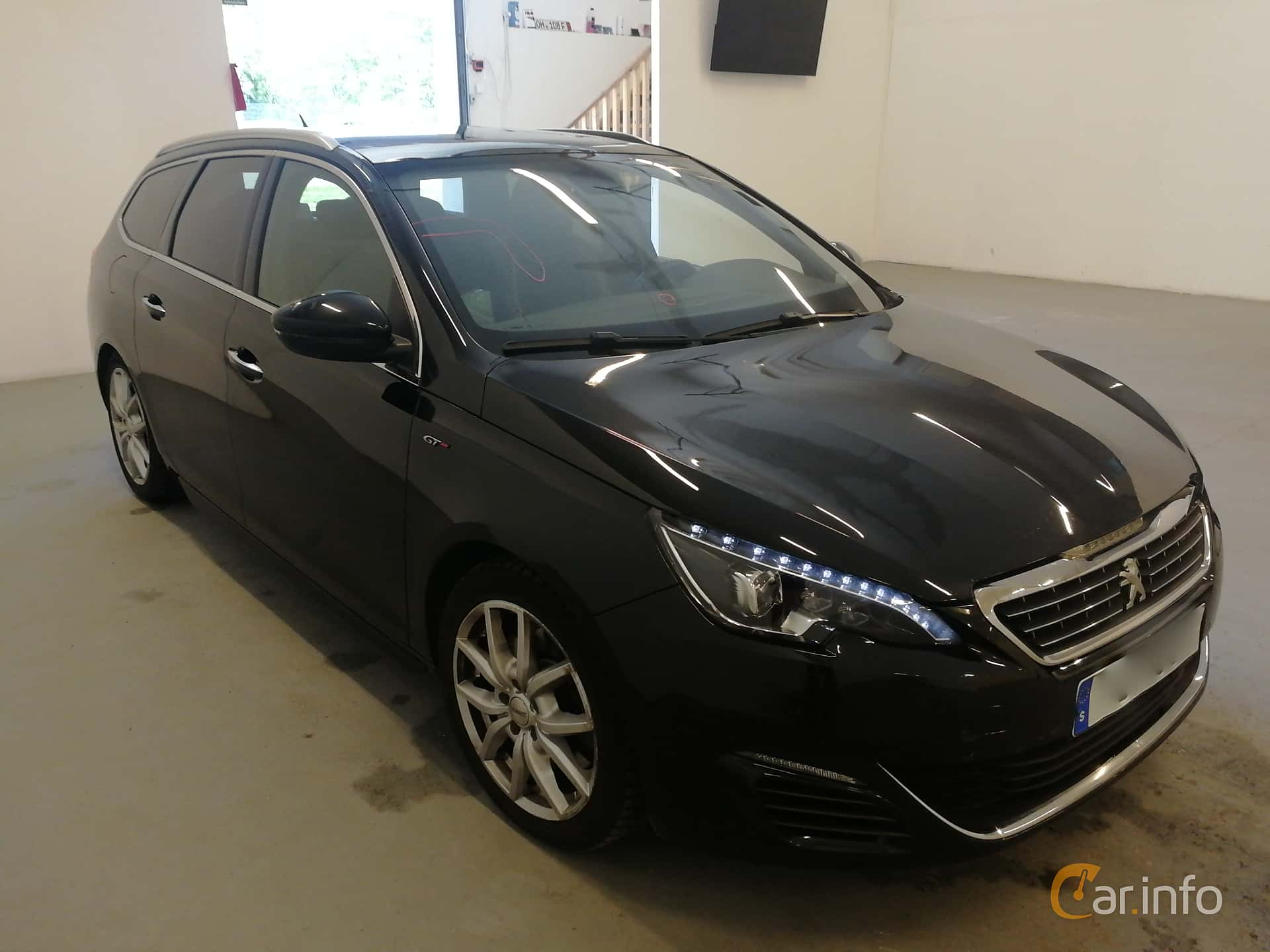 Front/Side  of Peugeot 308 SW 2.0 BlueHDi EAT, 180ps, 2016