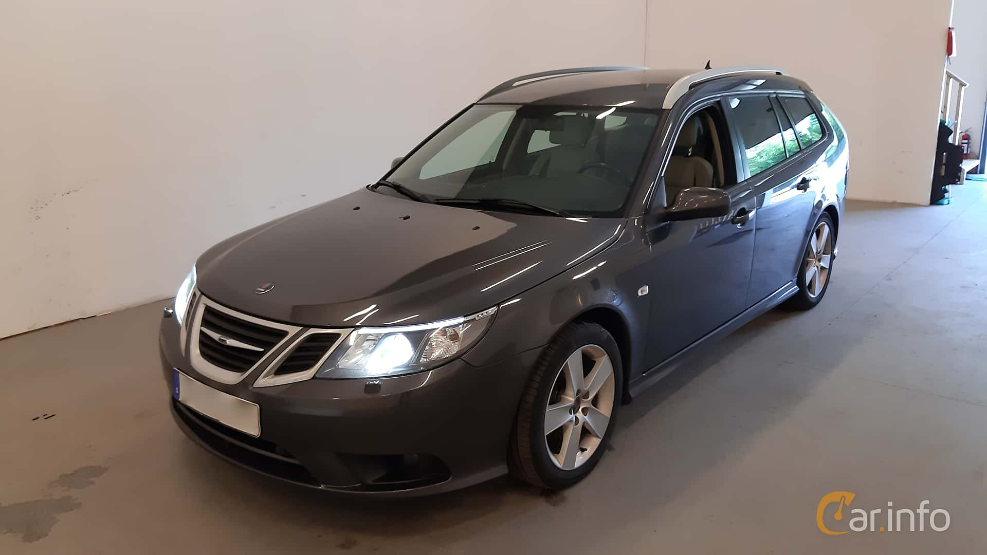 Front/Side  of Saab 9-3 SportCombi 2.0t BioPower  Manual, 175ps, 2009