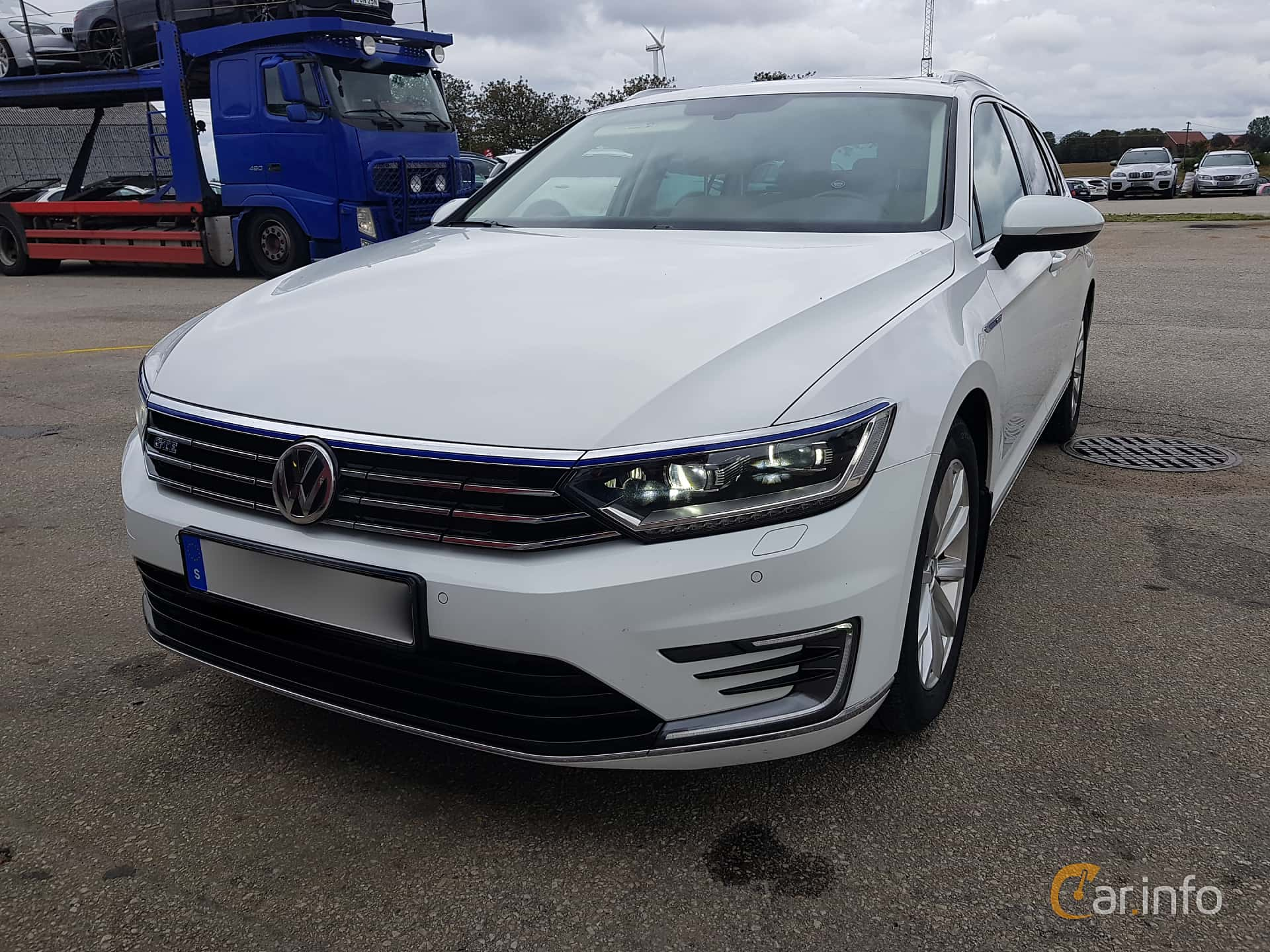 Front/Side  of Volkswagen Passat GTE Variant 1.4 TSI DSG Sequential, 218ps, 2017
