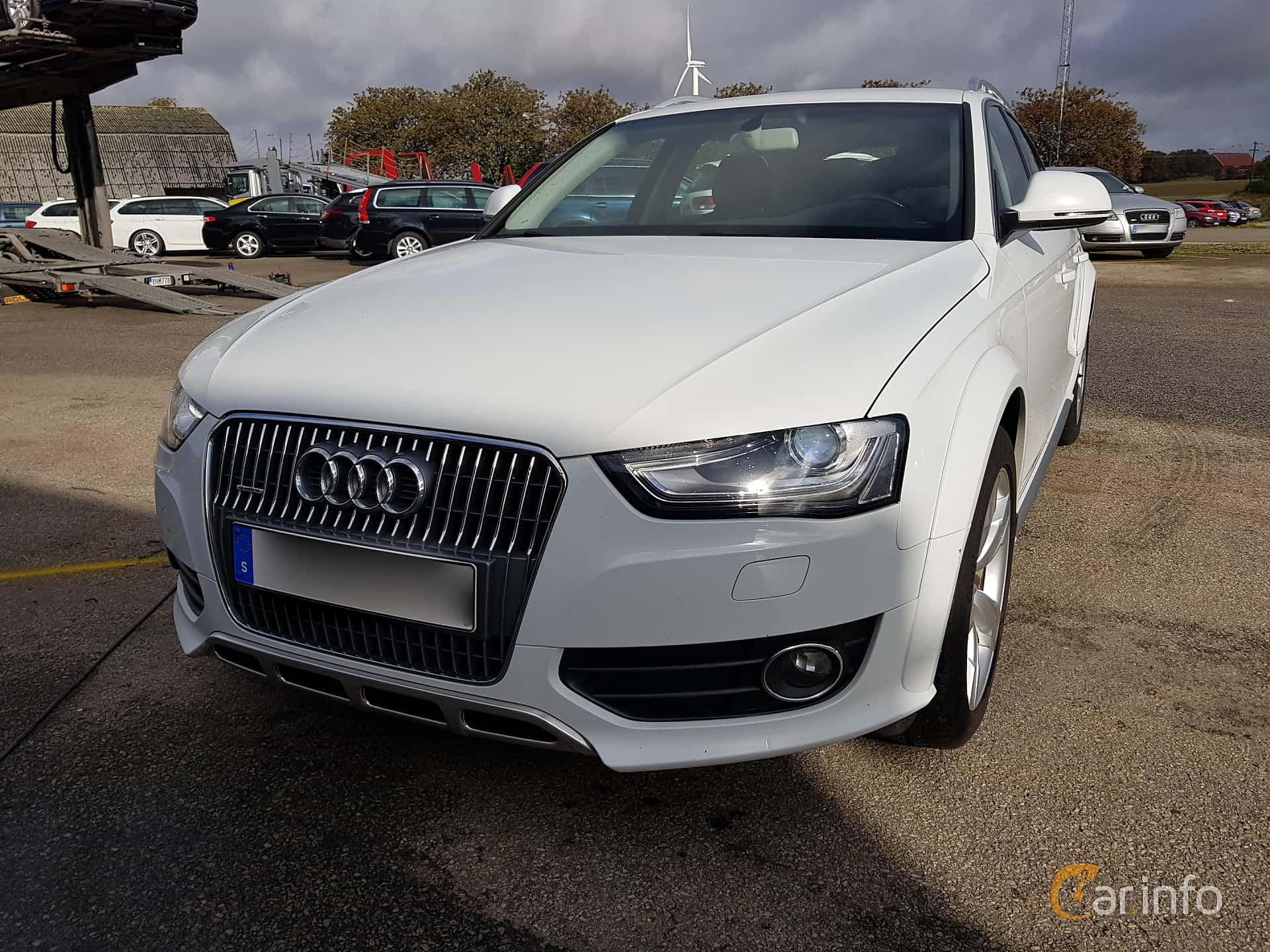 Front/Side  of Audi A4 allroad quattro 2.0 TDI clean diesel quattro  S Tronic, 190ps, 2016