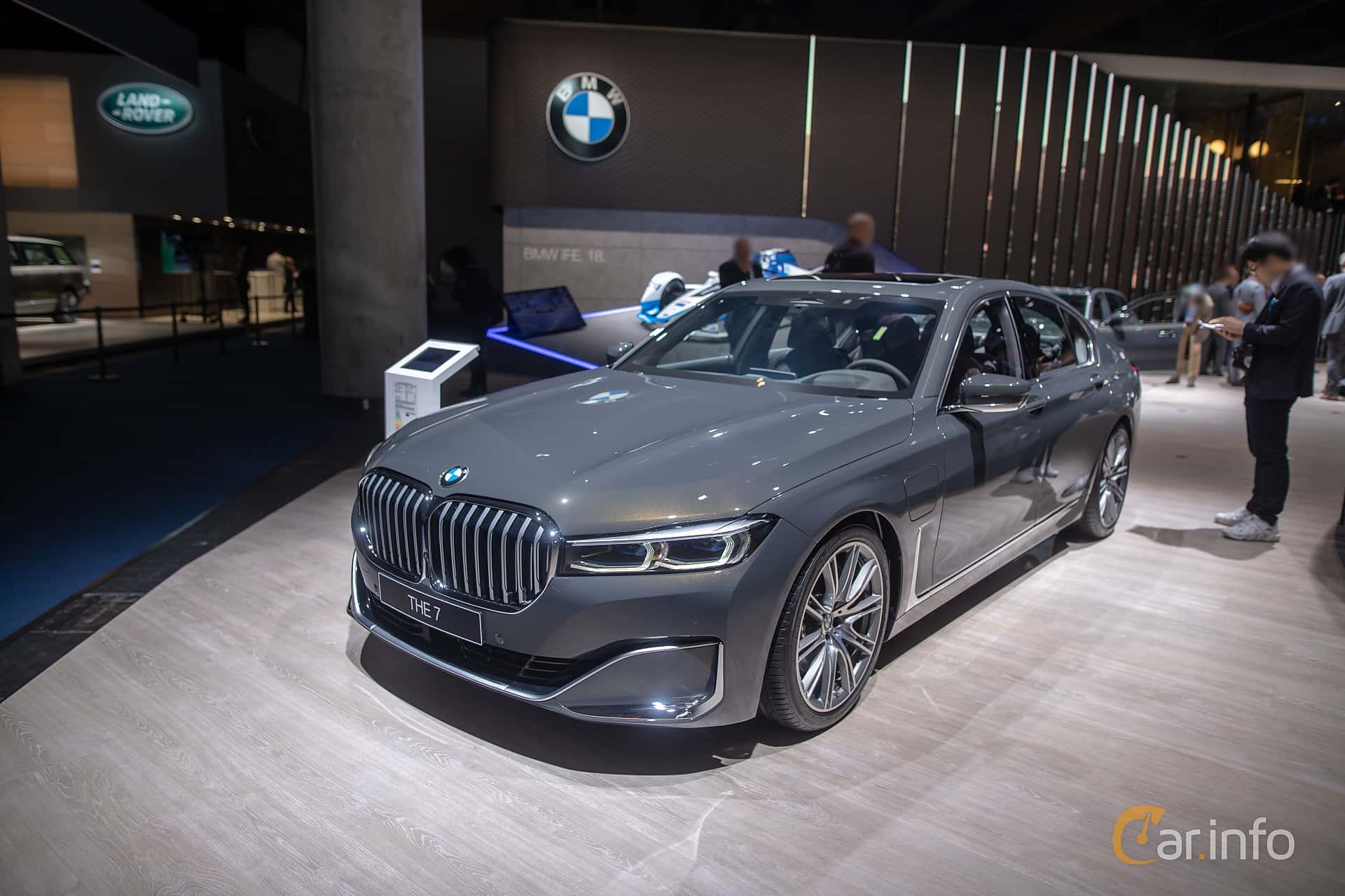 Front/Side  of BMW 745e  Steptronic, 394ps, 2020 at IAA 2019