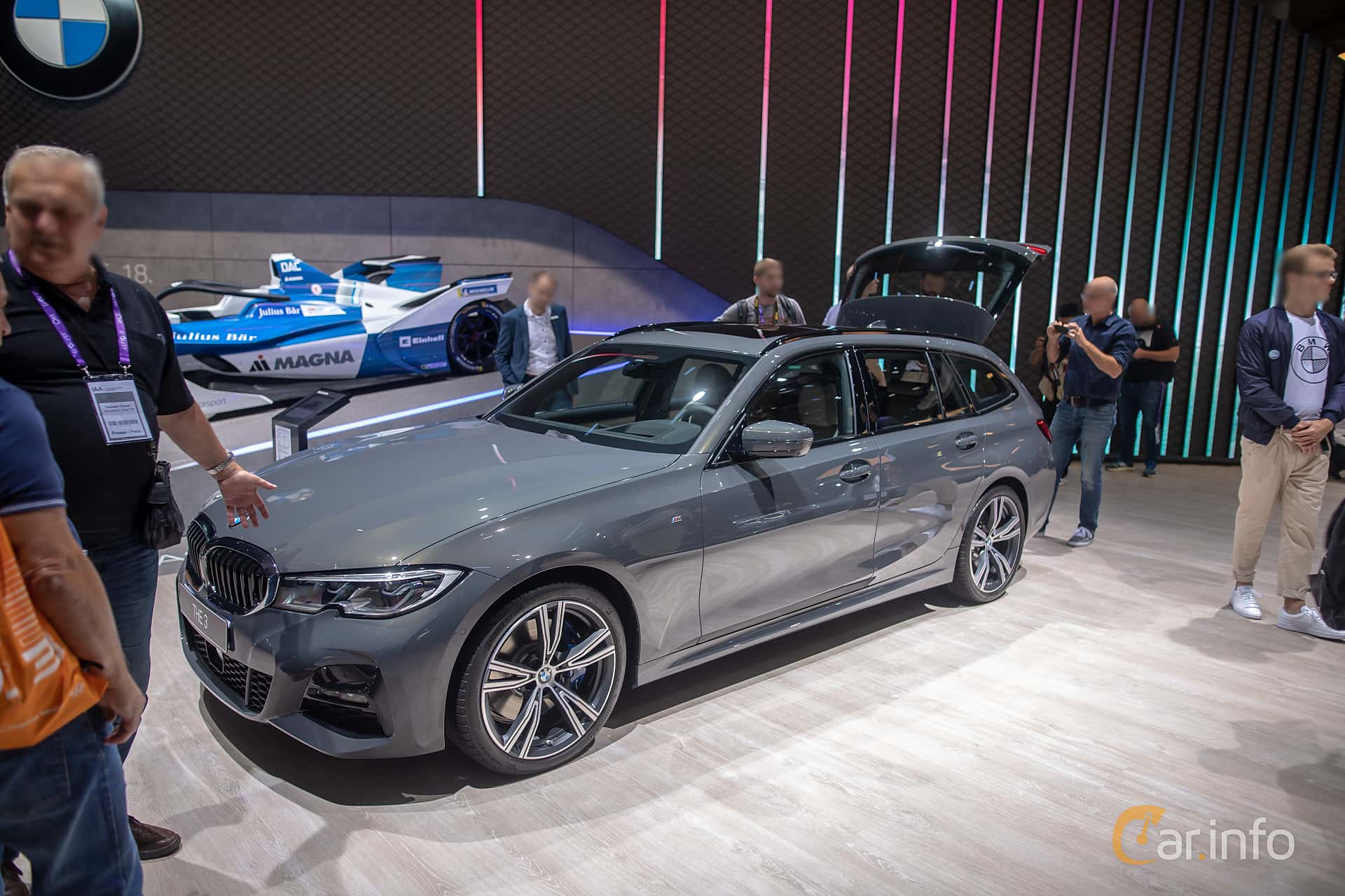 Front/Side  of BMW 330d xDrive Touring  Steptronic, 265ps, 2020 at IAA 2019