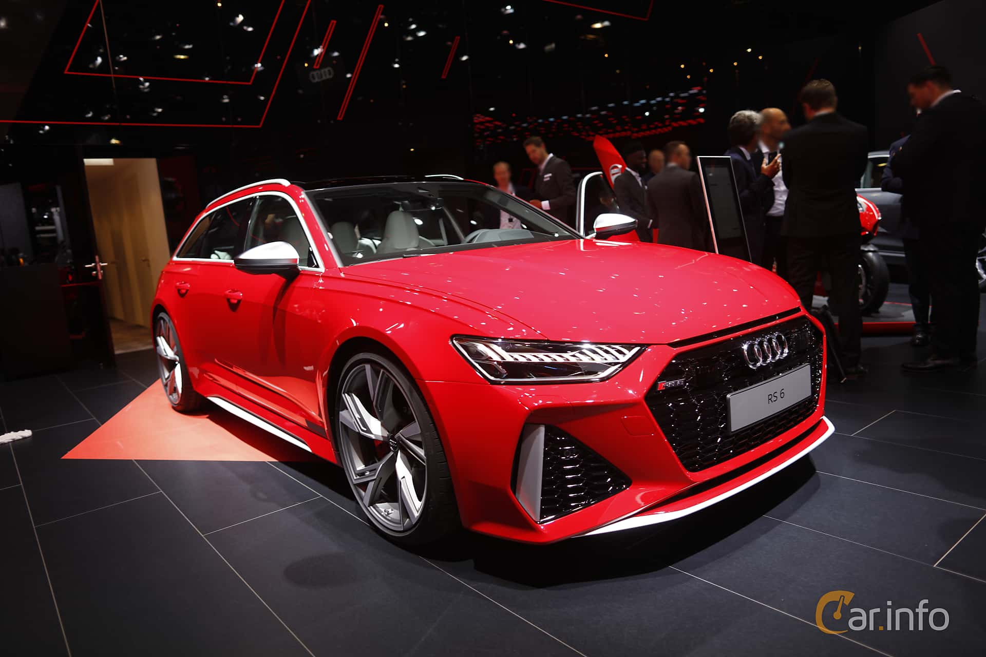 Front/Side  of Audi RS 6 Avant  TipTronic, 600ps, 2020 at IAA 2019