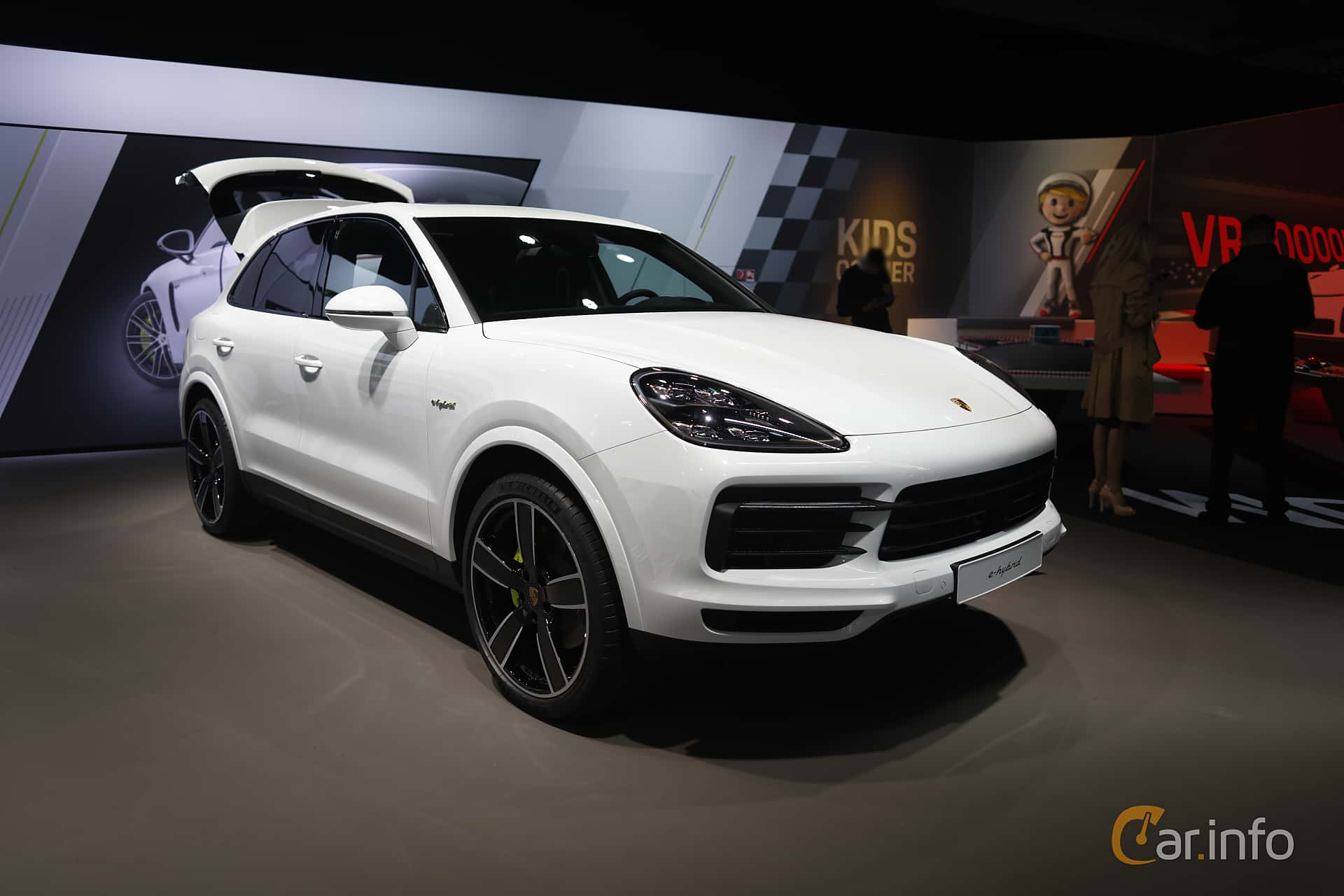 Front/Side  of Porsche Cayenne E-Hybrid 3.0 V6 4 + 14.1 kWh TipTronic S, 462ps, 2020 at IAA 2019
