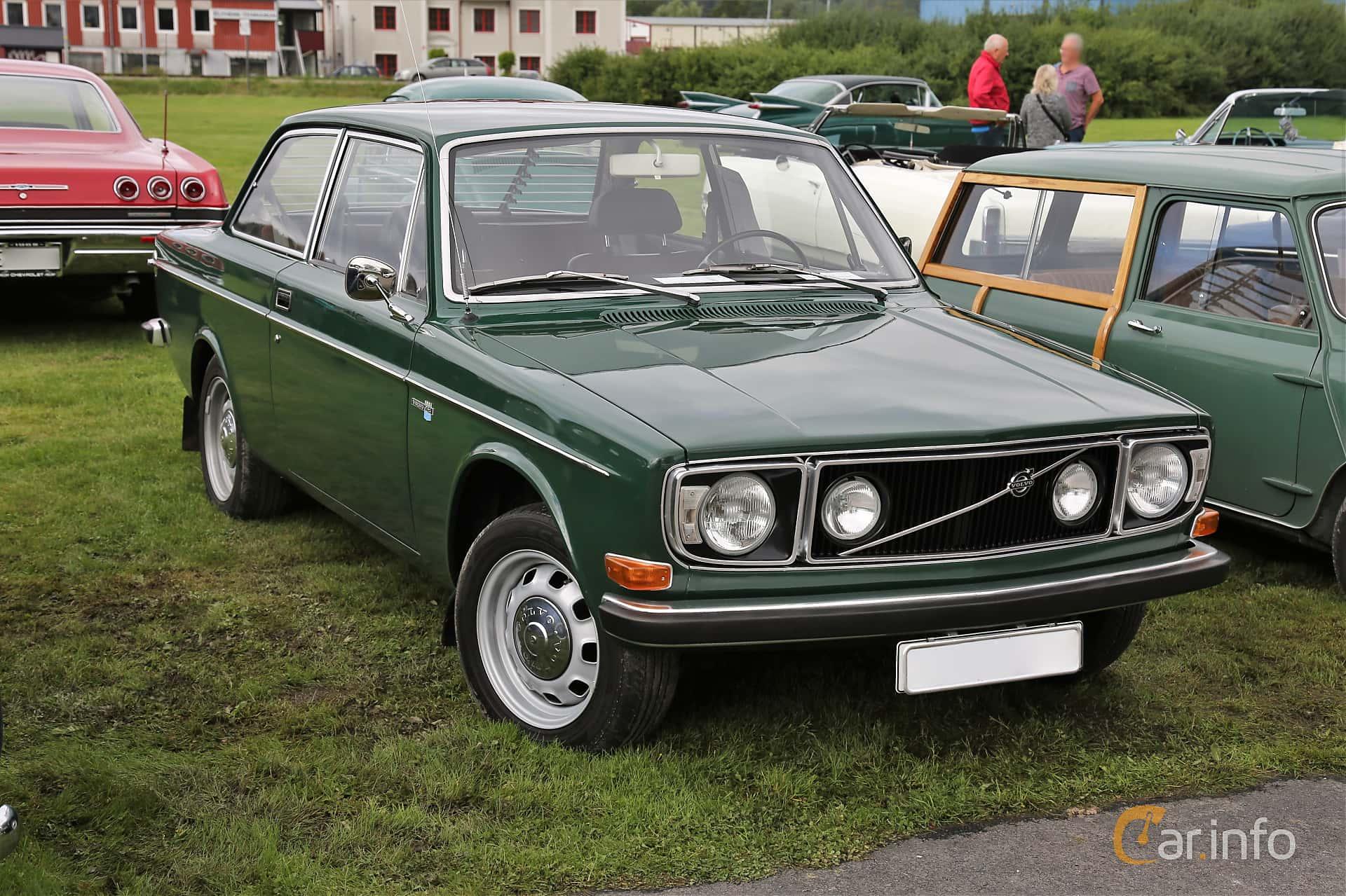 Front/Side  of Volvo 142 2.0 Manual, 82ps, 1972 at Lödöse motornostalgiska dag 2019