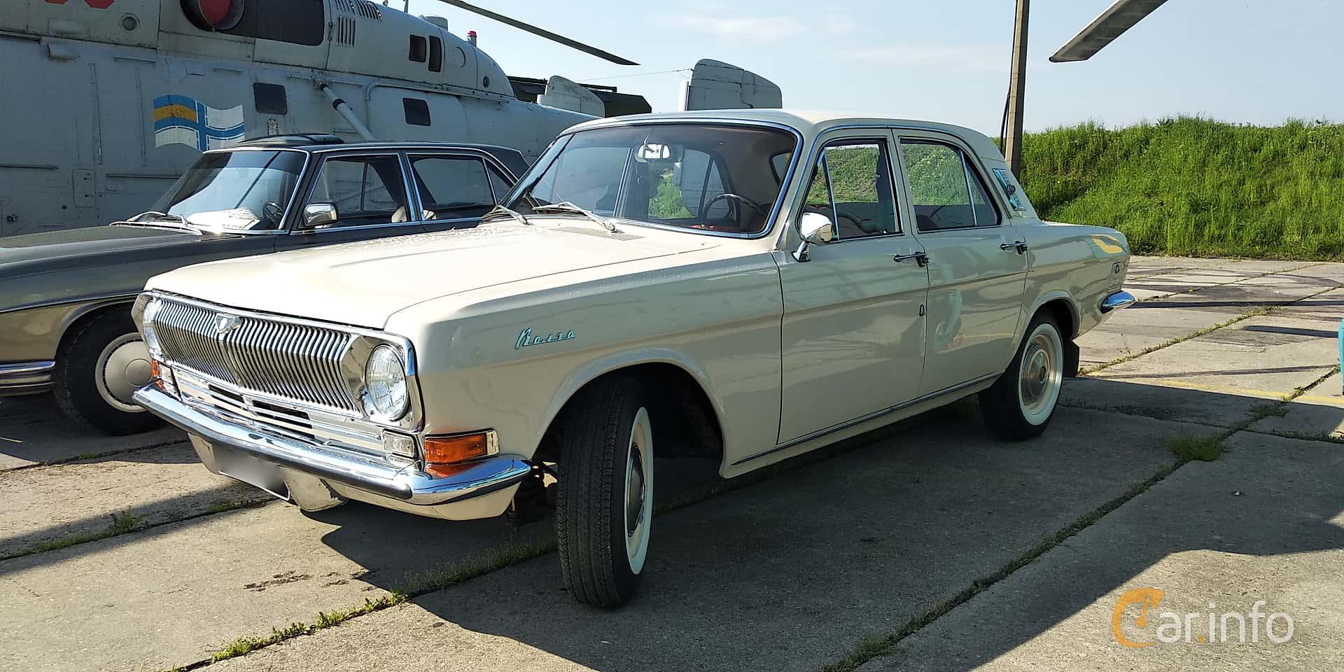 GAZ 24 Volga 2.4 Manual, 95hp, 1970 at Old Car Land no.1 2019