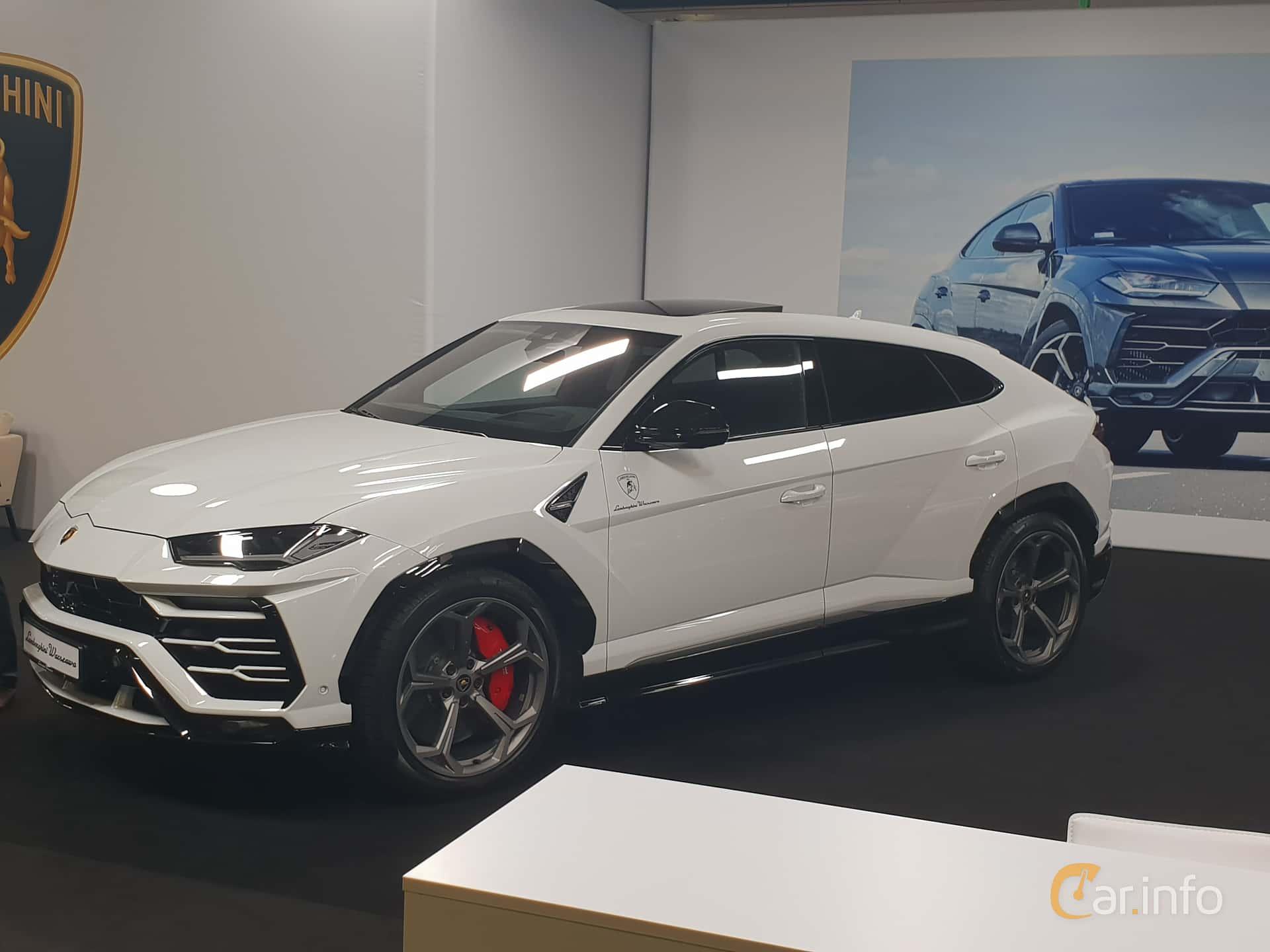 Front/Side  of Lamborghini Urus 4.0 V8 AWD Automatic, 650ps, 2018 at Warsawa Motorshow 2018