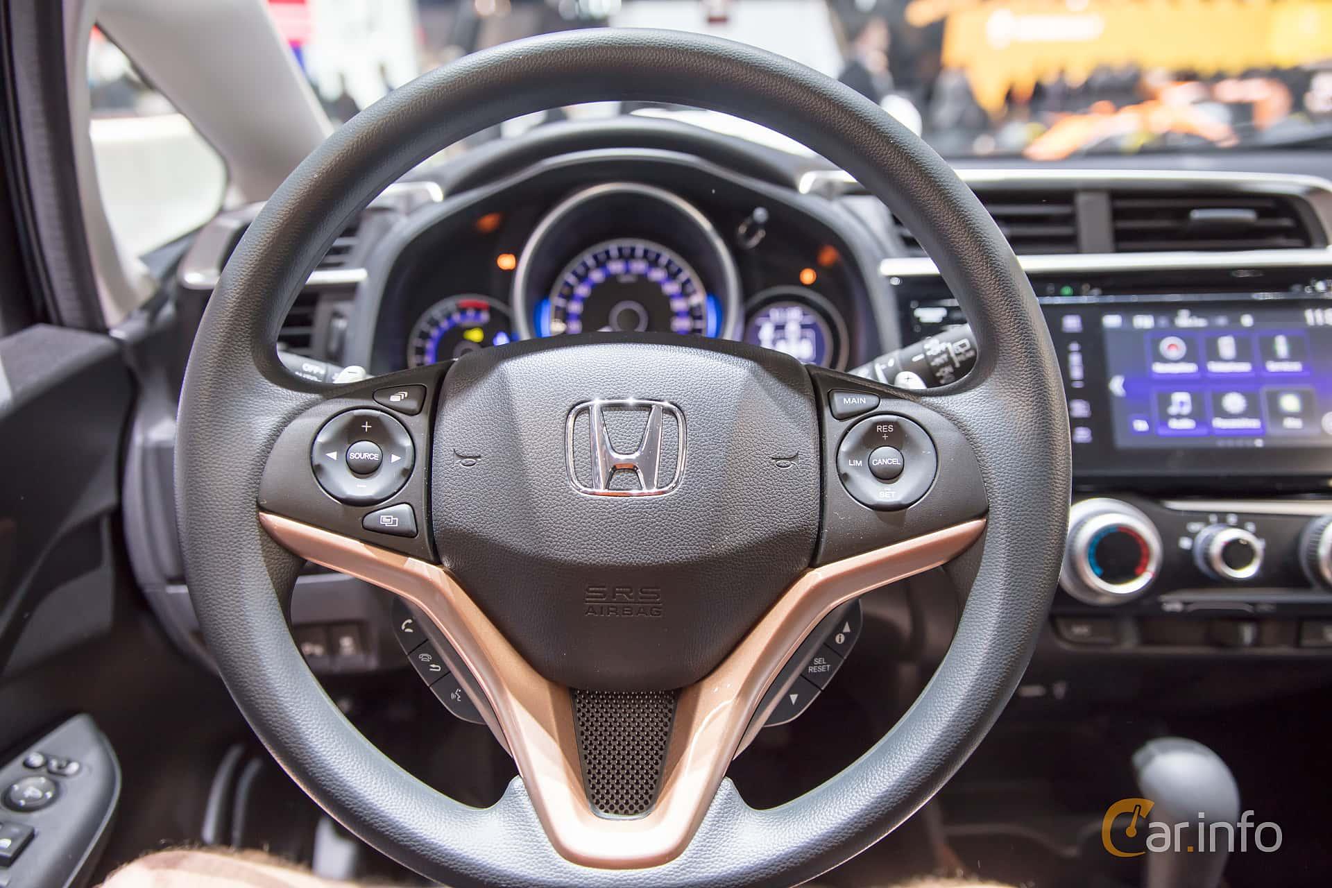 Honda jazz 1 3 i vtec cvt 102hp 2017 at geneva motor for Interior jazz rs 2017