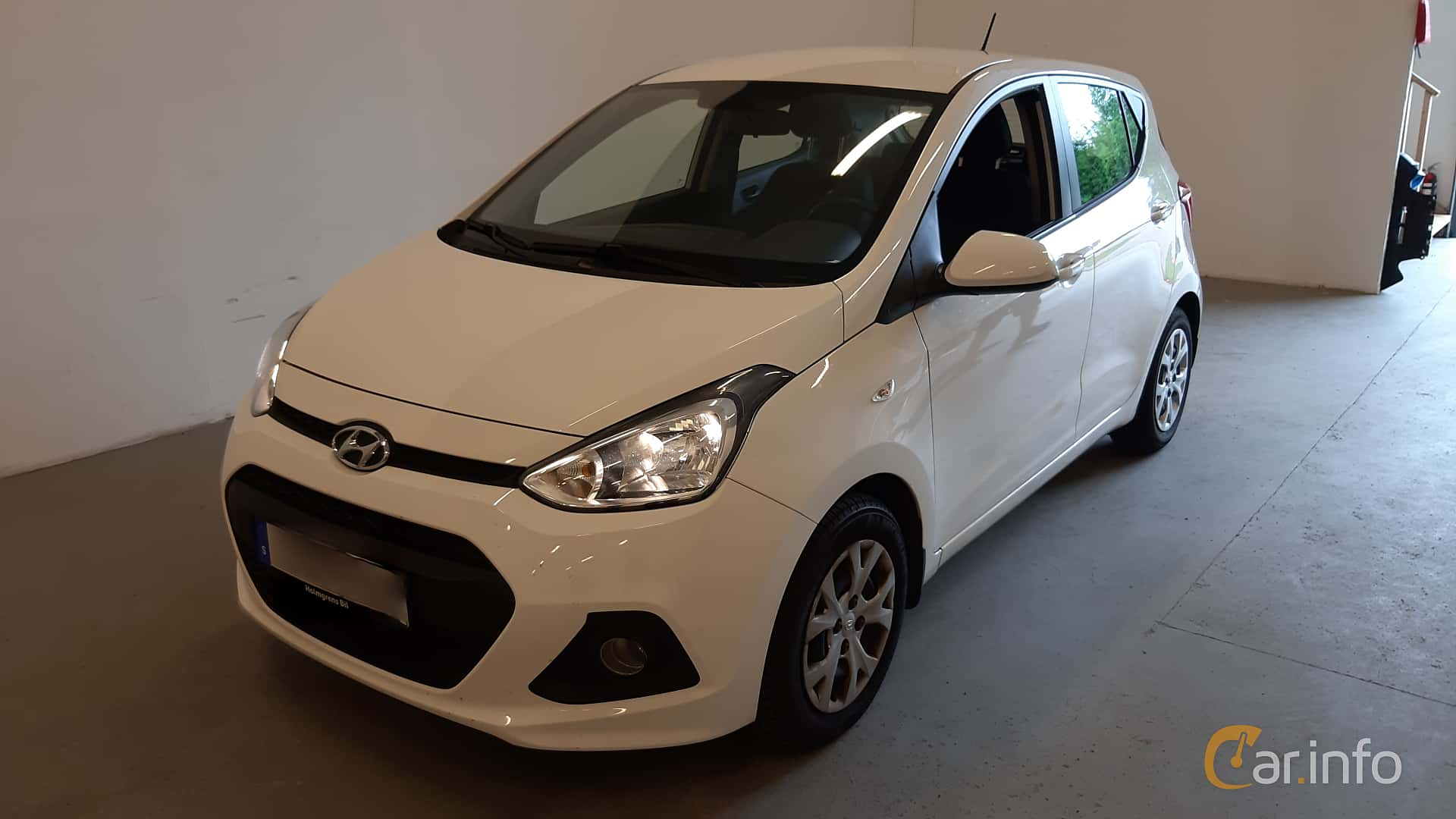 Front/Side  of Hyundai i10 1.0 Automatic, 67ps, 2016