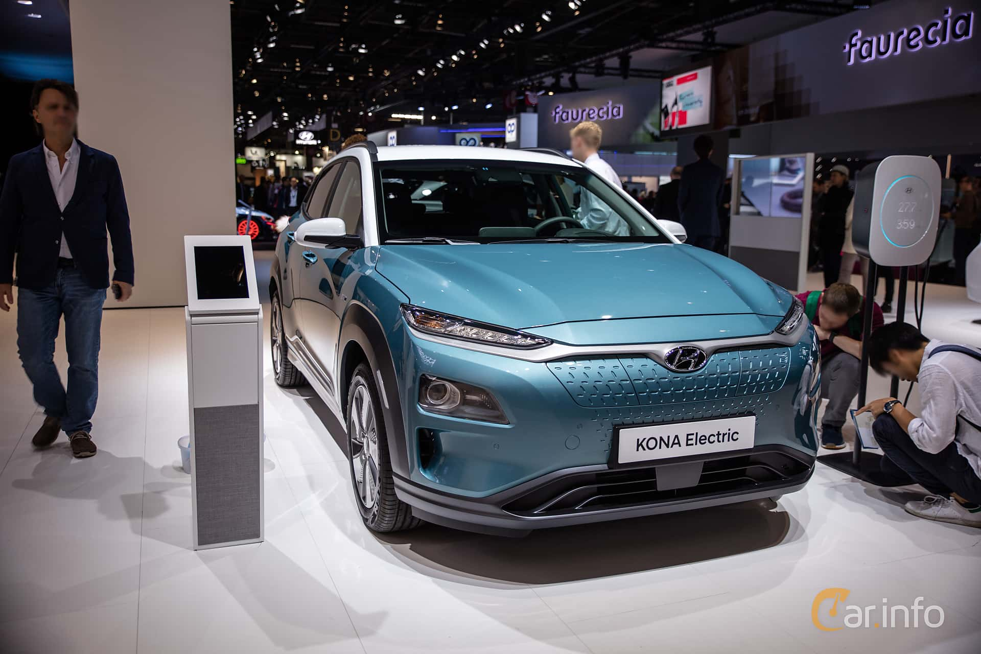 Front/Side  of Hyundai Kona Electric 64 kWh Single Speed, 204ps, 2019 at Paris Motor Show 2018