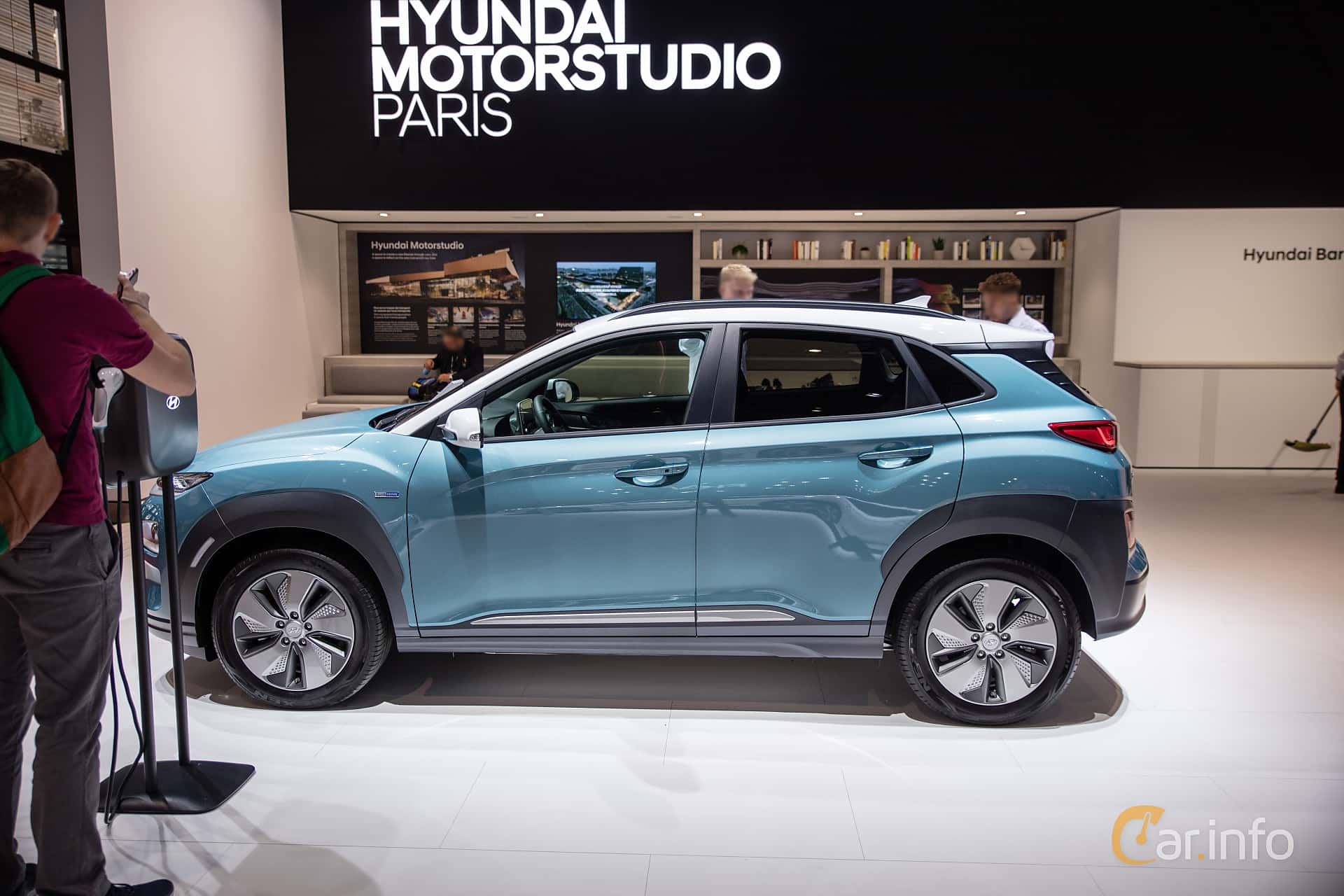 Side  of Hyundai Kona Electric 64 kWh Single Speed, 204ps, 2019 at Paris Motor Show 2018