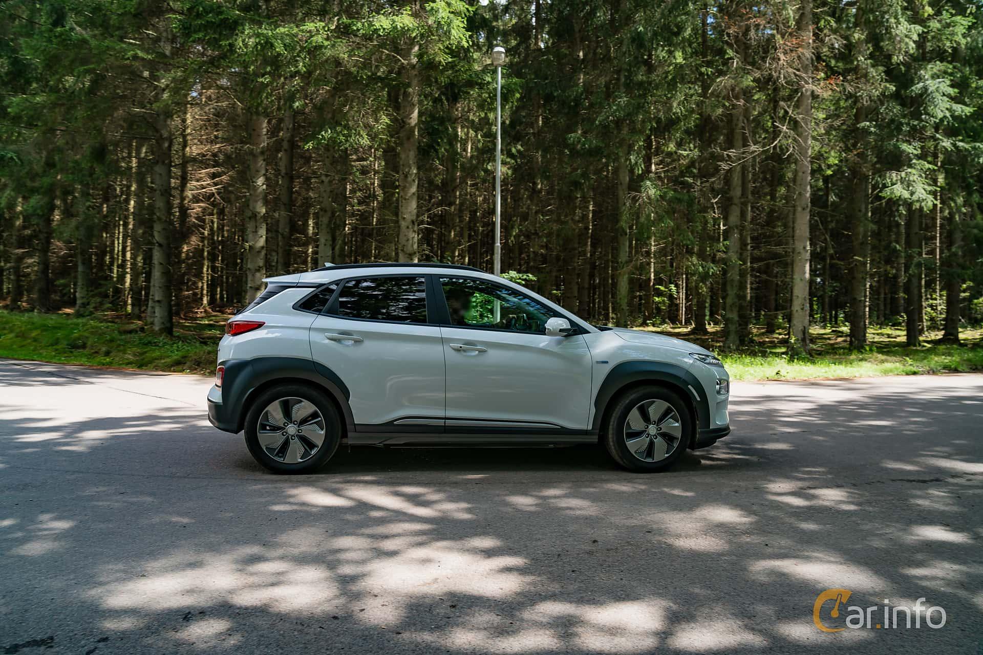Side  of Hyundai Kona Electric 64 kWh Single Speed, 204ps, 2019 at Svenskt sportvagnsmeeting 2019
