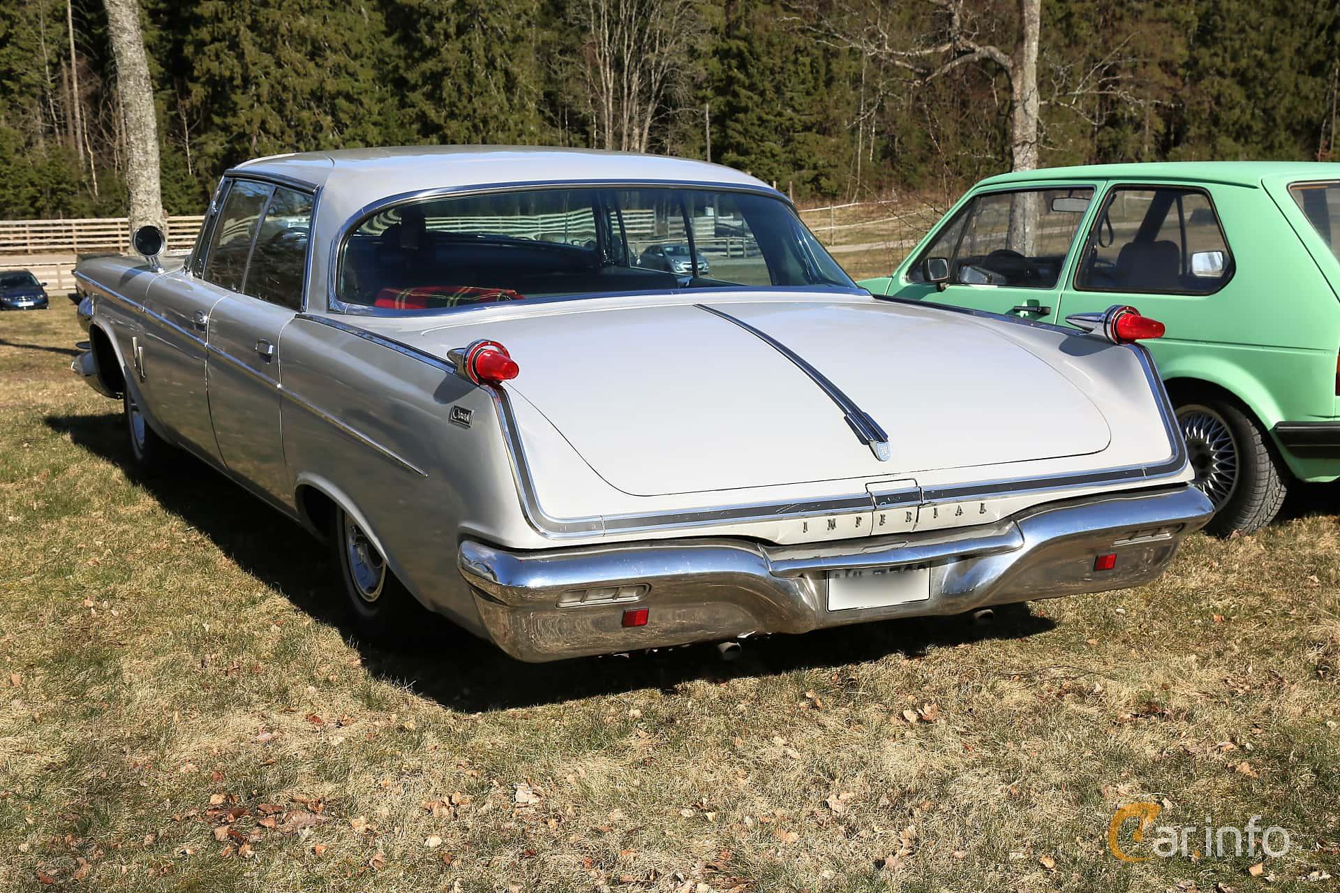 Back/Side of Imperial Crown 4-door Southampton 6.8 V8 TorqueFlite, 345ps, 1962 at Uddevalla Veteranbilsmarknad Backamo, Ljungsk 2019
