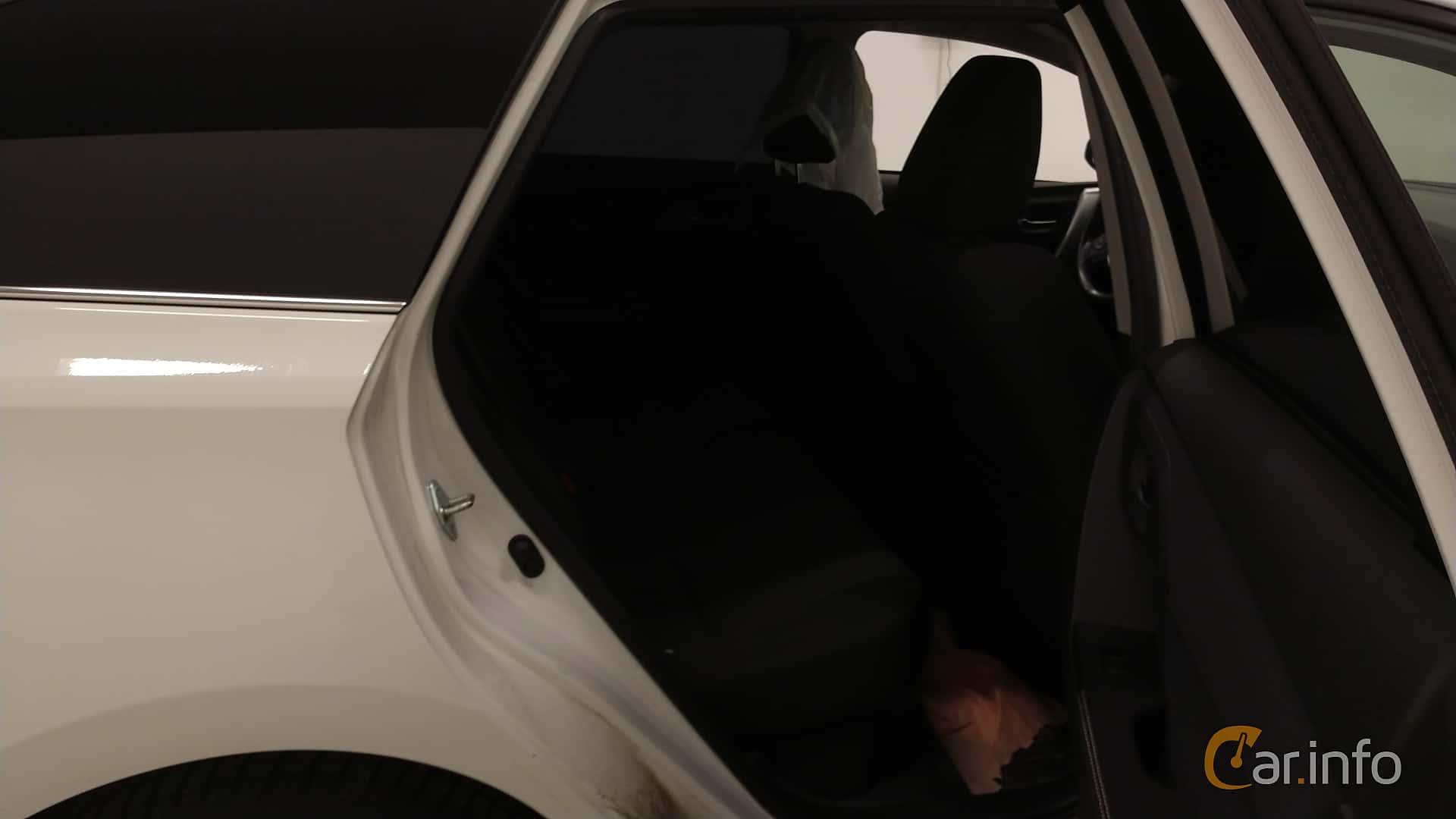 Toyota Auris Touring Sports Hybrid 1.8 VVT-i + 3JM CVT, 136hp, 2014