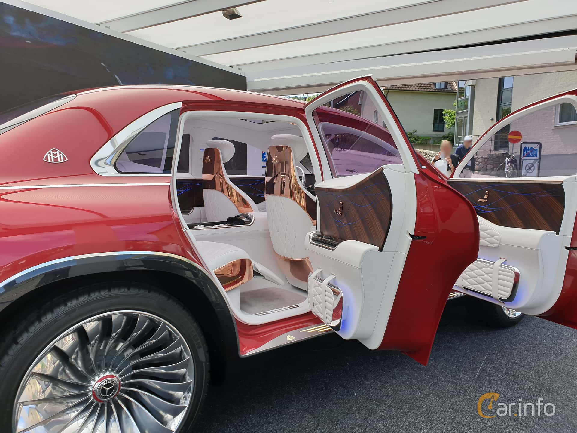 Interior of Mercedes-Benz Vision Mercedes-Maybach Ultimate Luxury 90 kWh Single Speed, 748ps, 2018