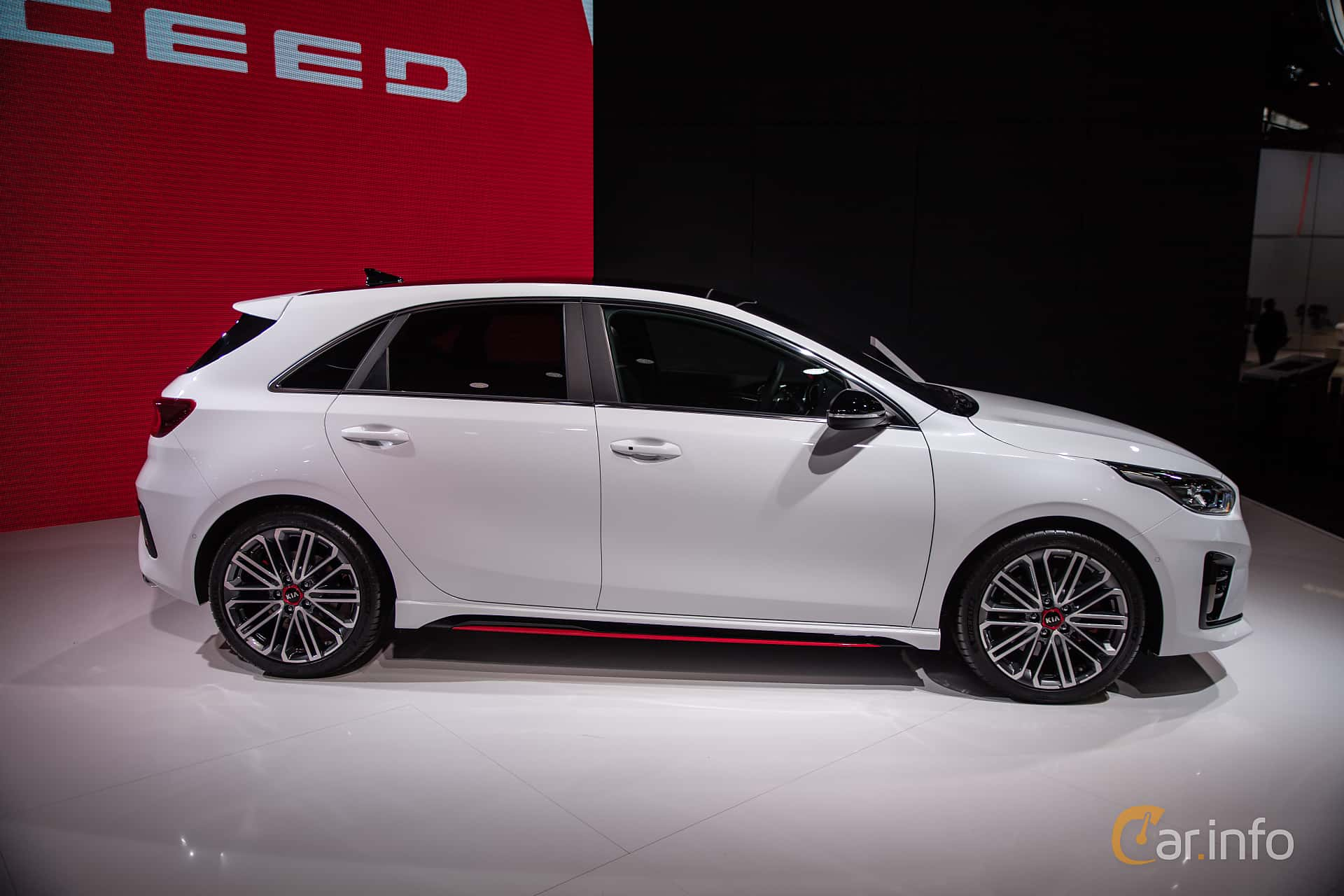 Side  of Kia Ceed GT 1.6 T-GDI DCT, 204ps, 2019 at Paris Motor Show 2018