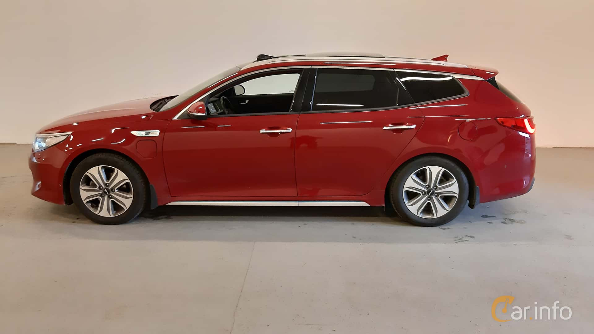 Side  of Kia Optima Sport Wagon Hybrid P-HEV 2.0 Hybrid Automatic, 205ps, 2018