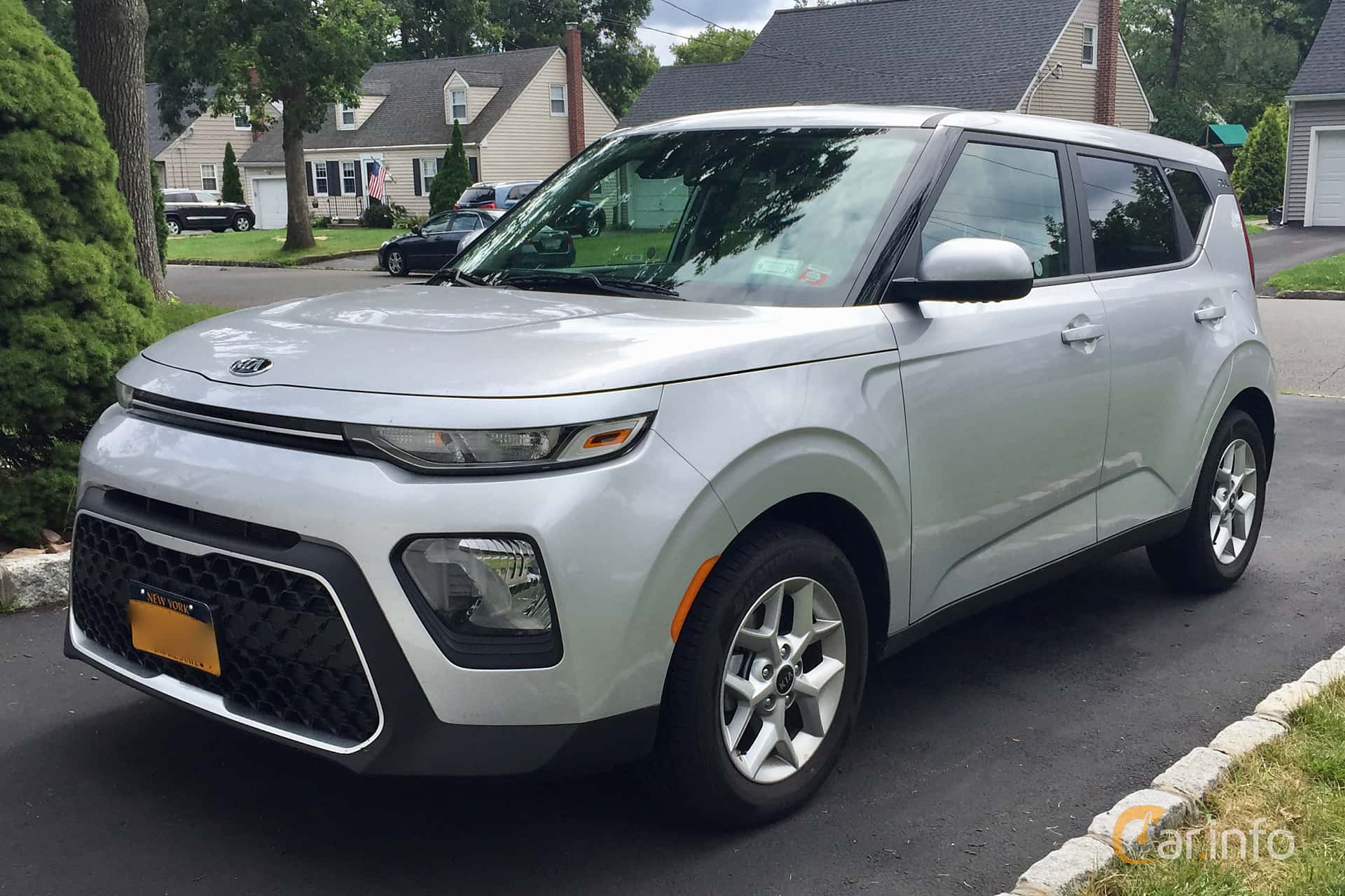 Front/Side  of Kia Soul 2.0 149ps, 2020