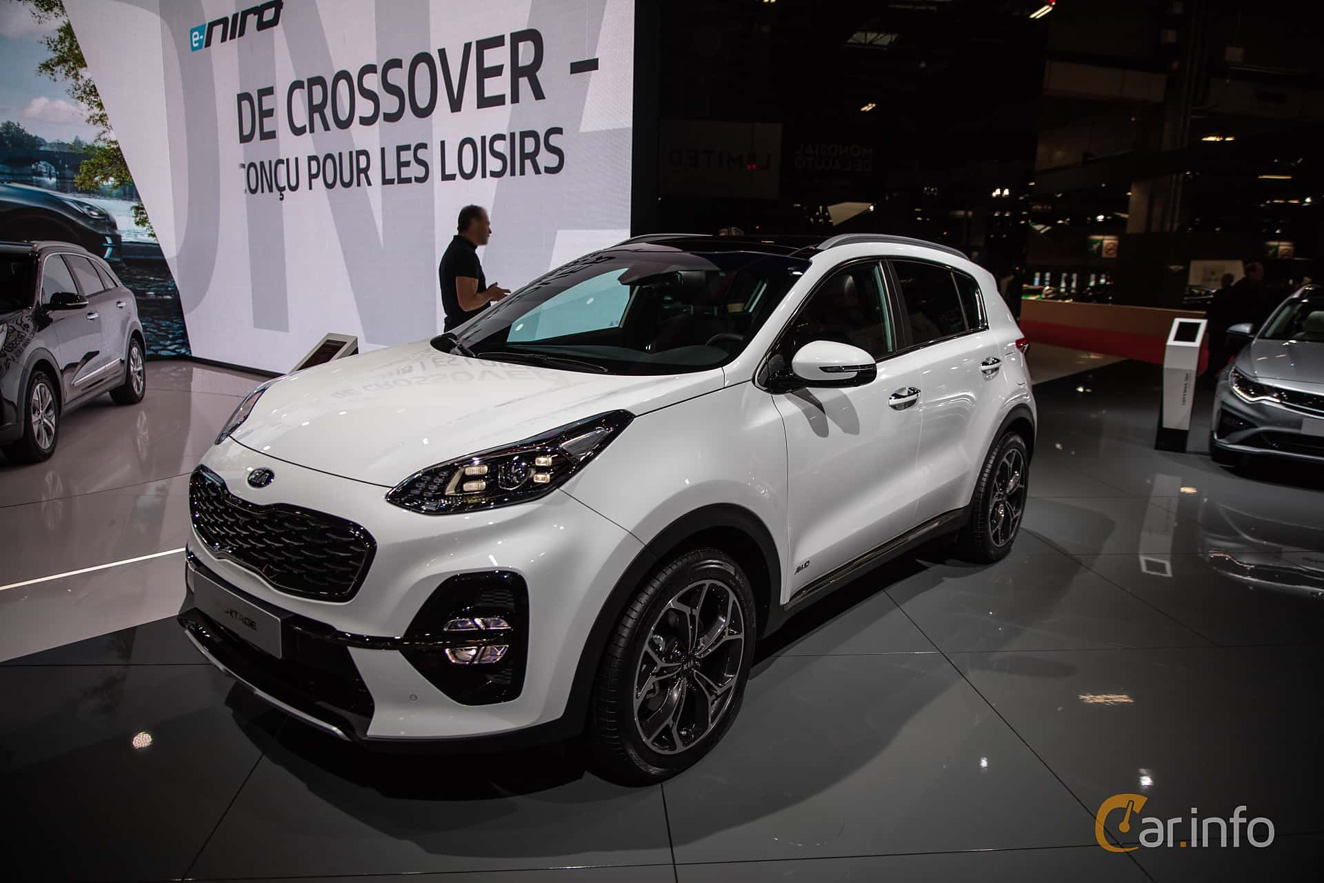 Front/Side  of Kia Sportage 2.0 CRDi AWD Automatic, 184ps, 2019 at Paris Motor Show 2018