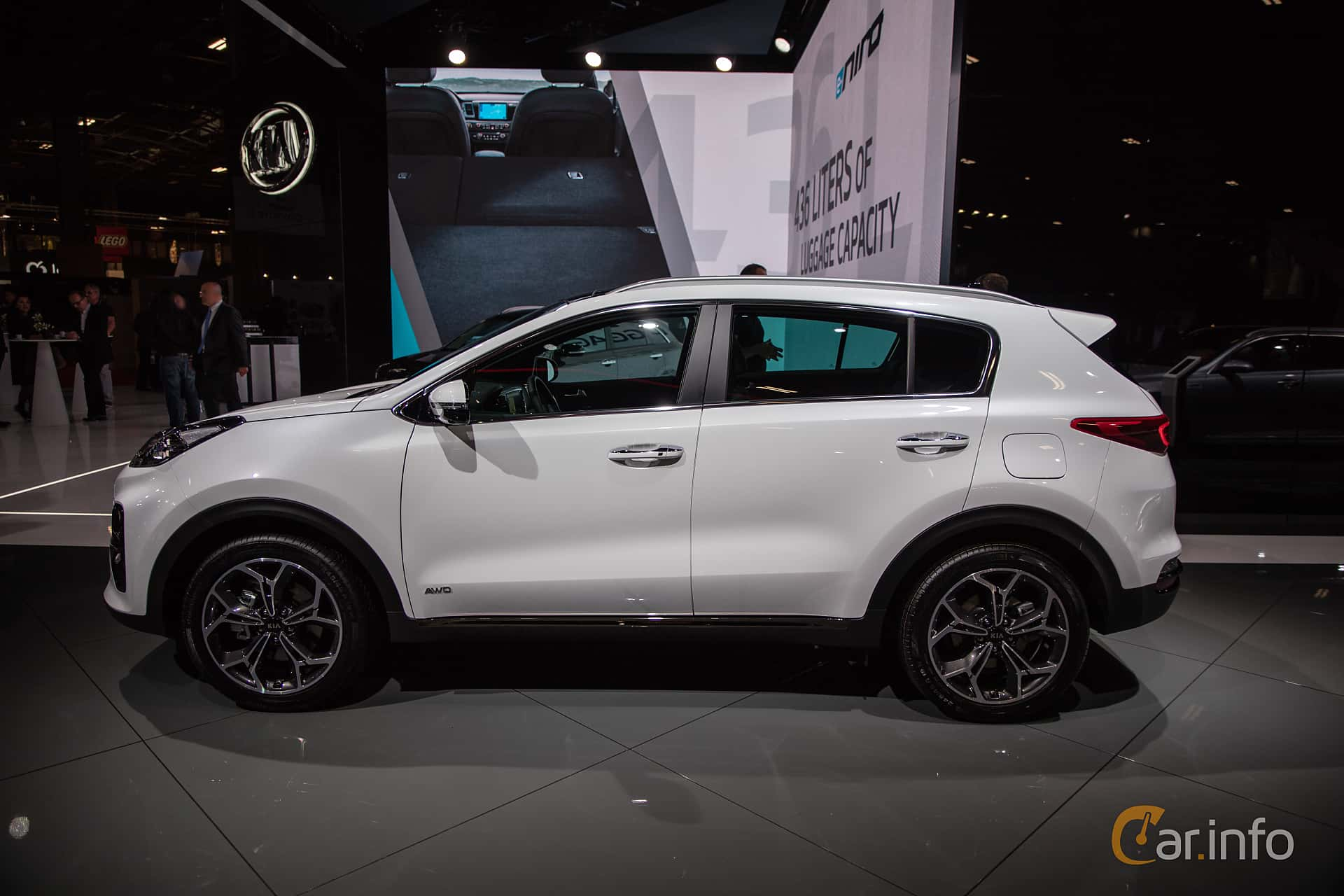 Side  of Kia Sportage 2.0 CRDi AWD Automatic, 184ps, 2019 at Paris Motor Show 2018