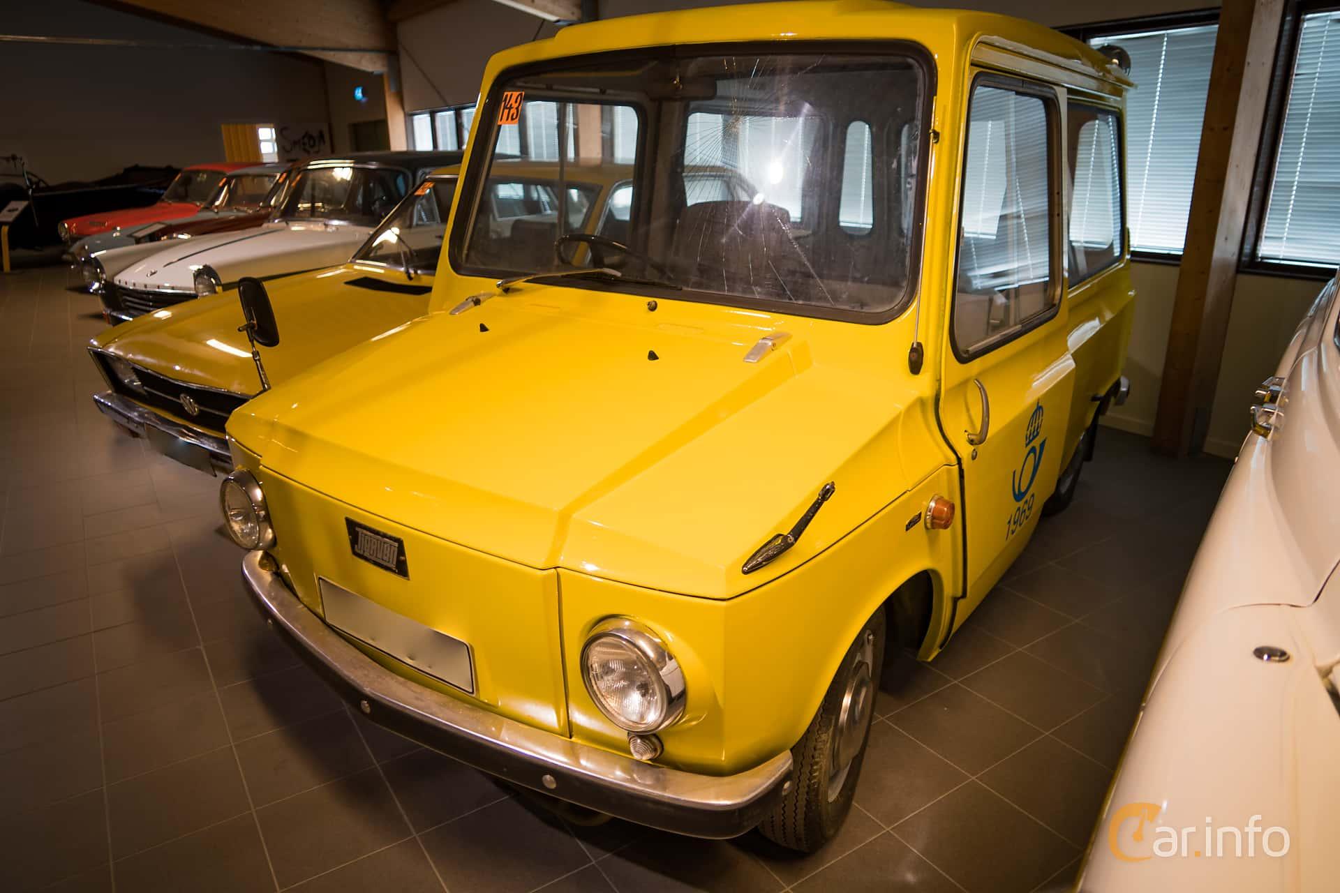 Front/Side  of KVAB Tjorven 0.8 Variomatic, 34ps, 1971 at Härnösands bilmuseum 2016