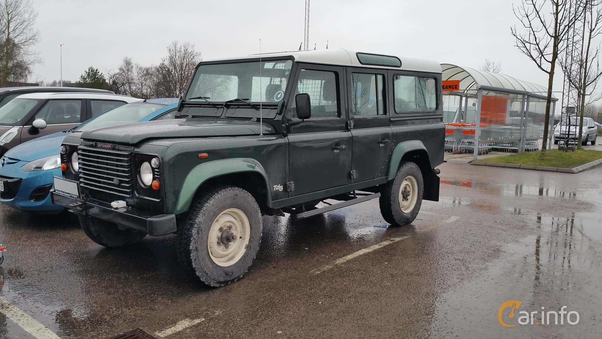 Front/Side of Land Rover Defender 110 2.5 4x4 Manual, 122ps, 2000