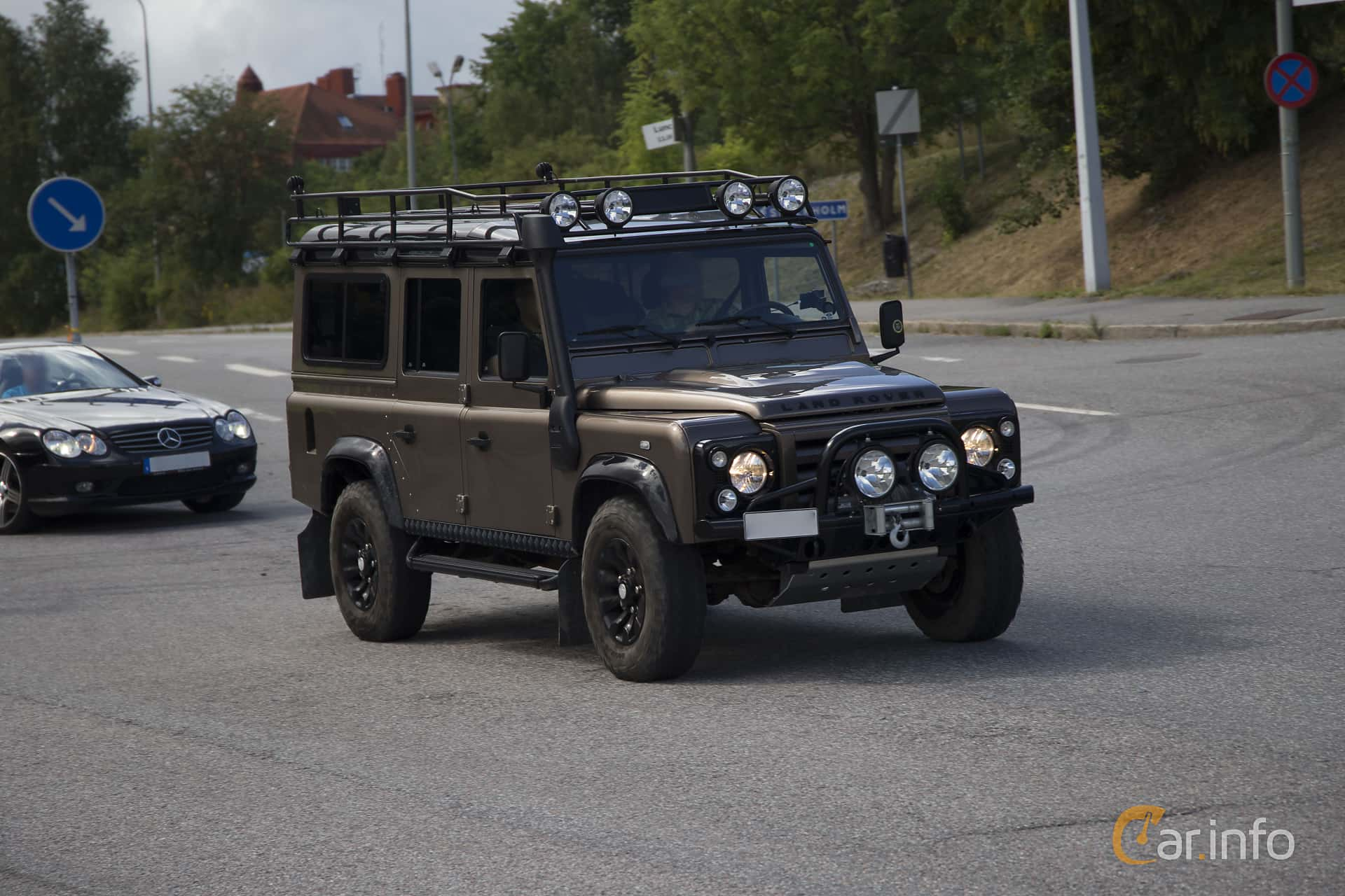 1 Images Of Land Rover Defender 110 24 4x4 Manual 122hp 2011 By Pelle Front Side 122ps At