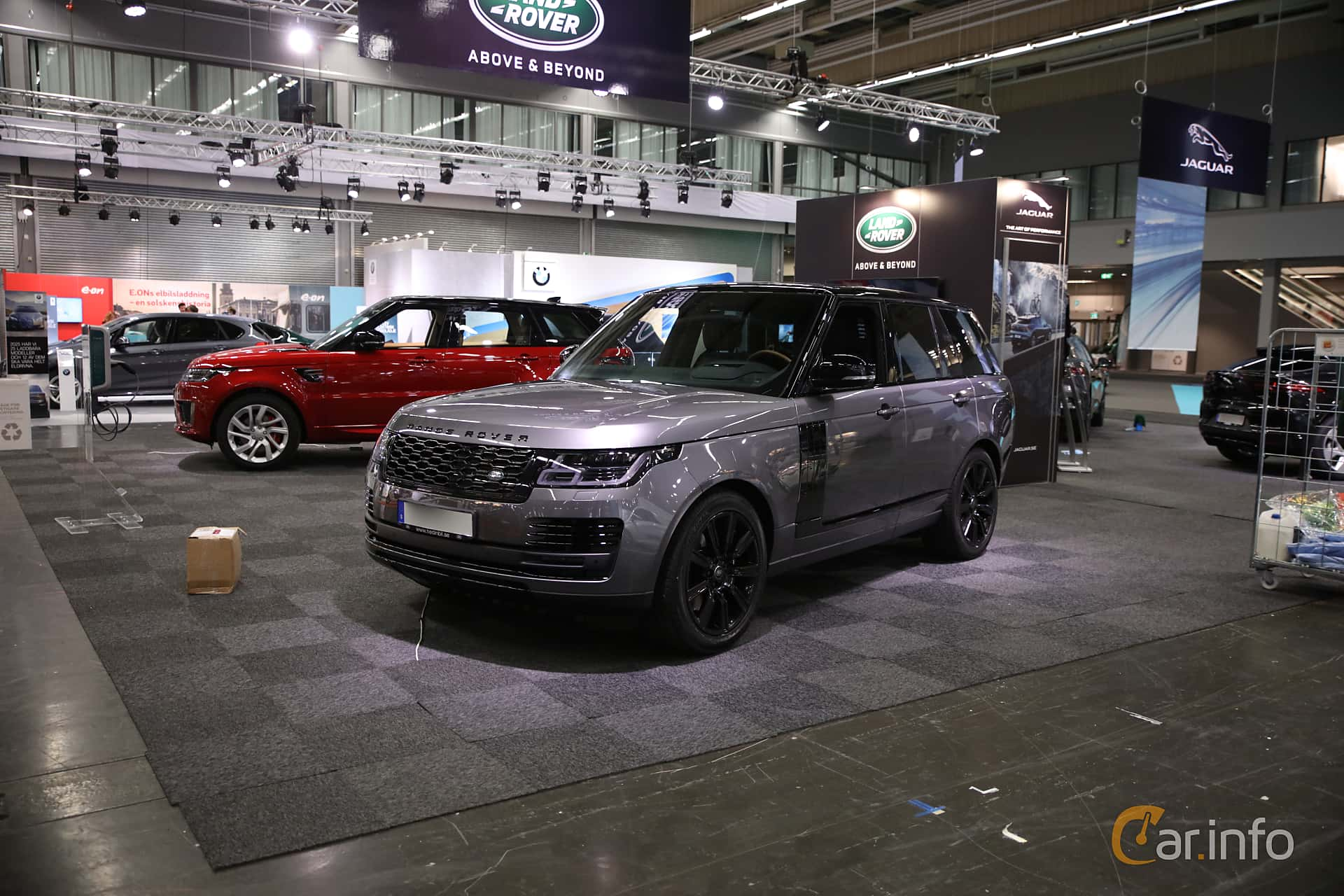 Front/Side  of Land Rover Range Rover P400e 2.0 + 13.1 kWh 4WD Automatic, 404ps, 2019 at eCar Expo Göteborg 2018